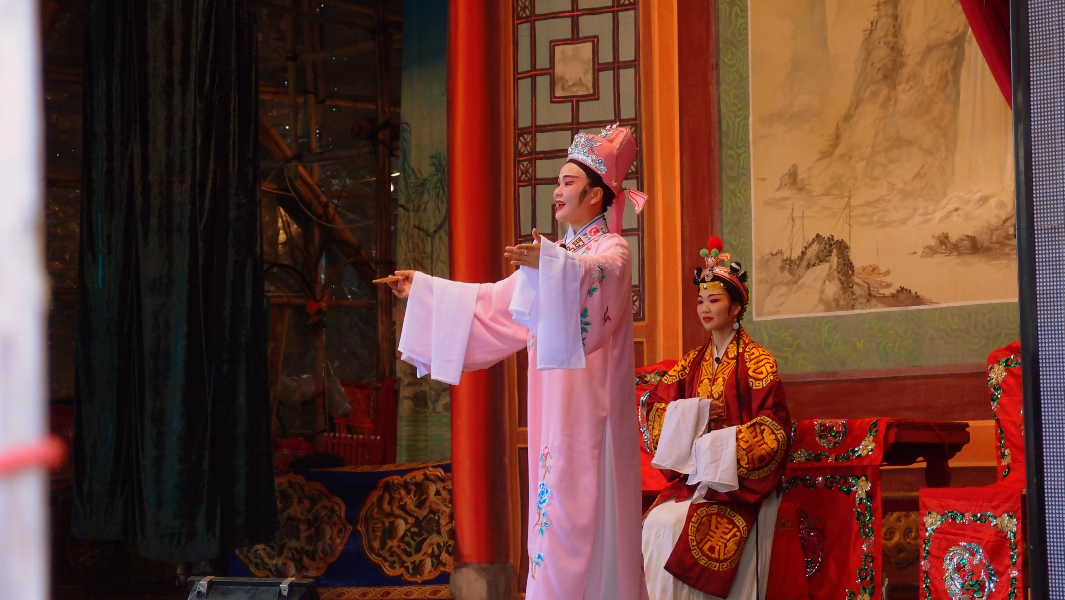 I like Opera but Chinese Opera is not my thing at all, it is a fascinating and colourful spectacle but the noise will drive you mad! This was a free show on Cheung Chau Island