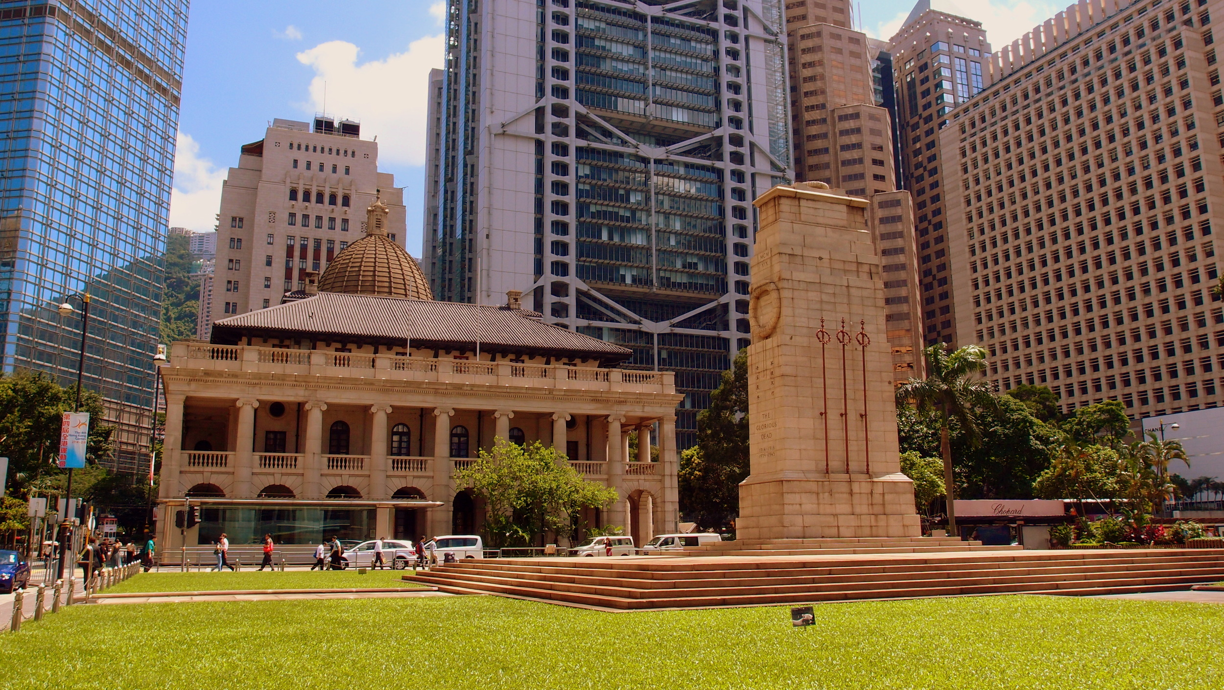 One of my favourite colonial images, Statue Square Hong Kong with the Cenotaph in the foreground and the old Legco / Supreme Court building in the background