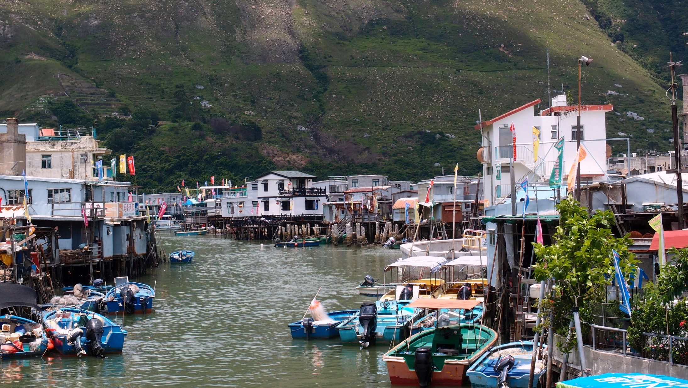 This is the Tai O fishing village, home to Snow White and the Seven Dwarfs and if you can find the time you should really visit, ignore the cheap boat tours and walk around - simply brilliant