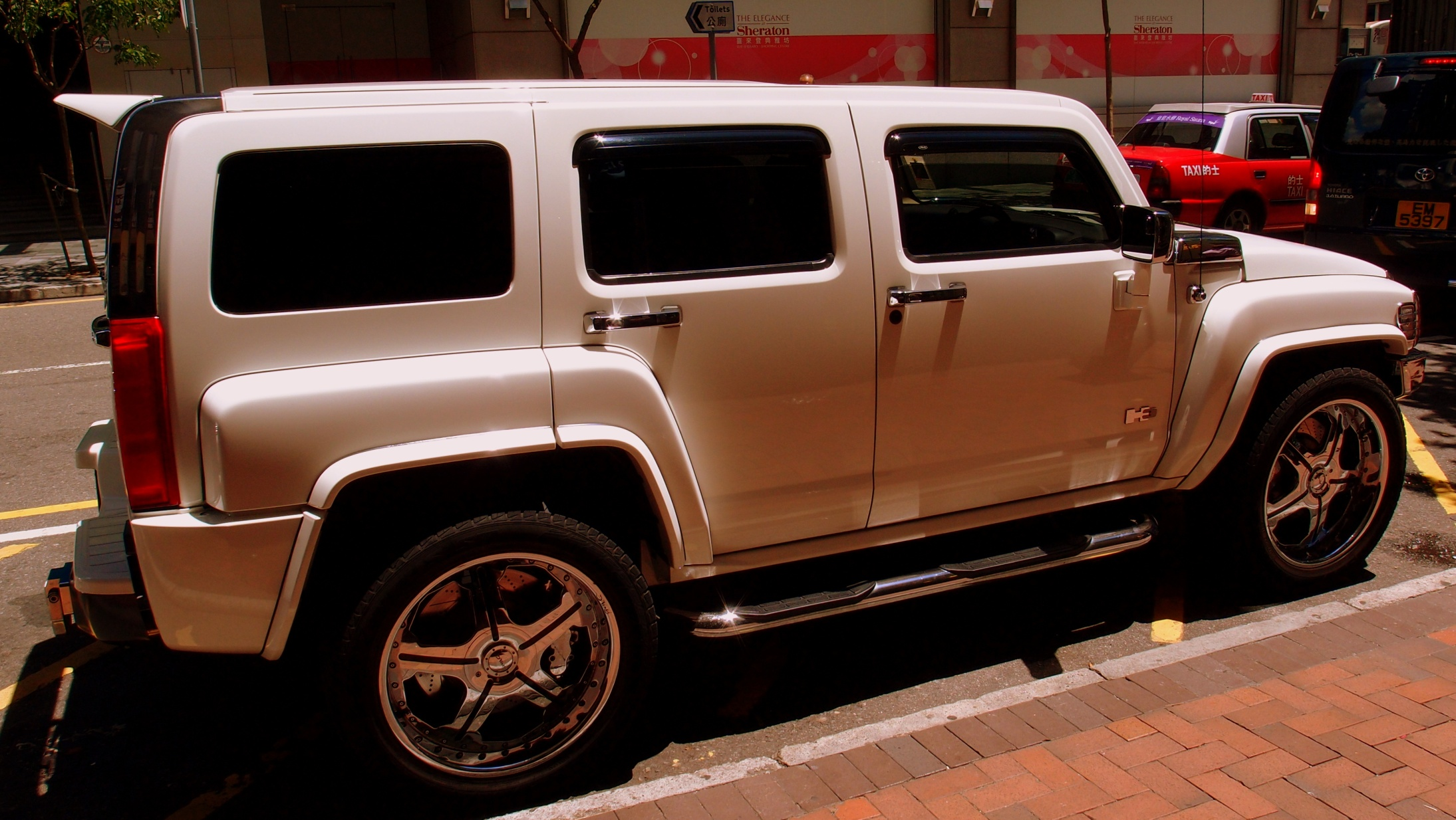 Side view of a Hummer