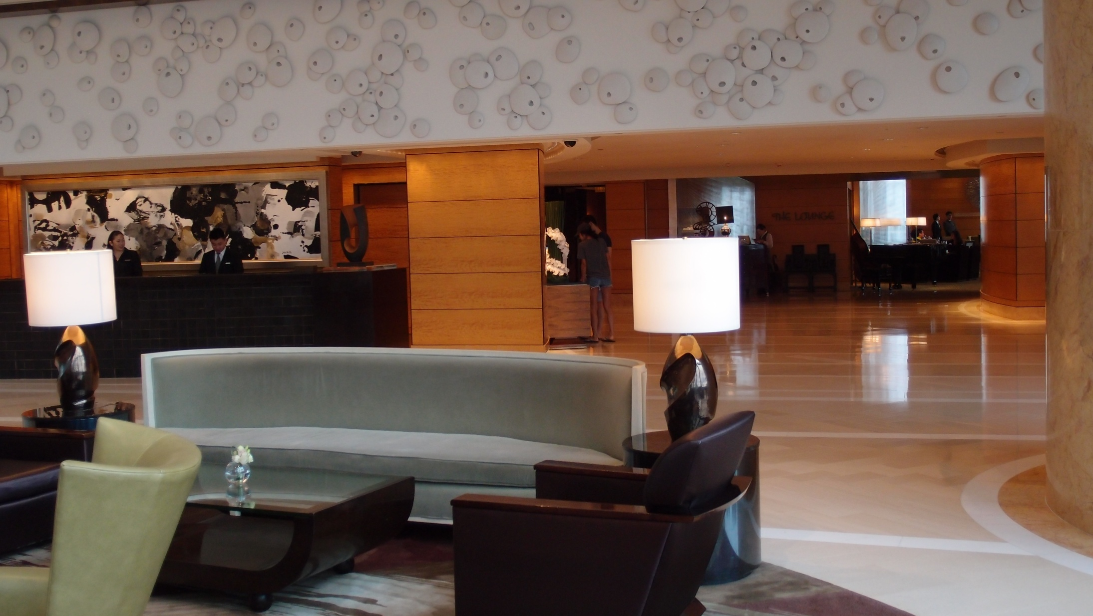 The Lounge (in the background), a fairly typical Hotel coffee shop