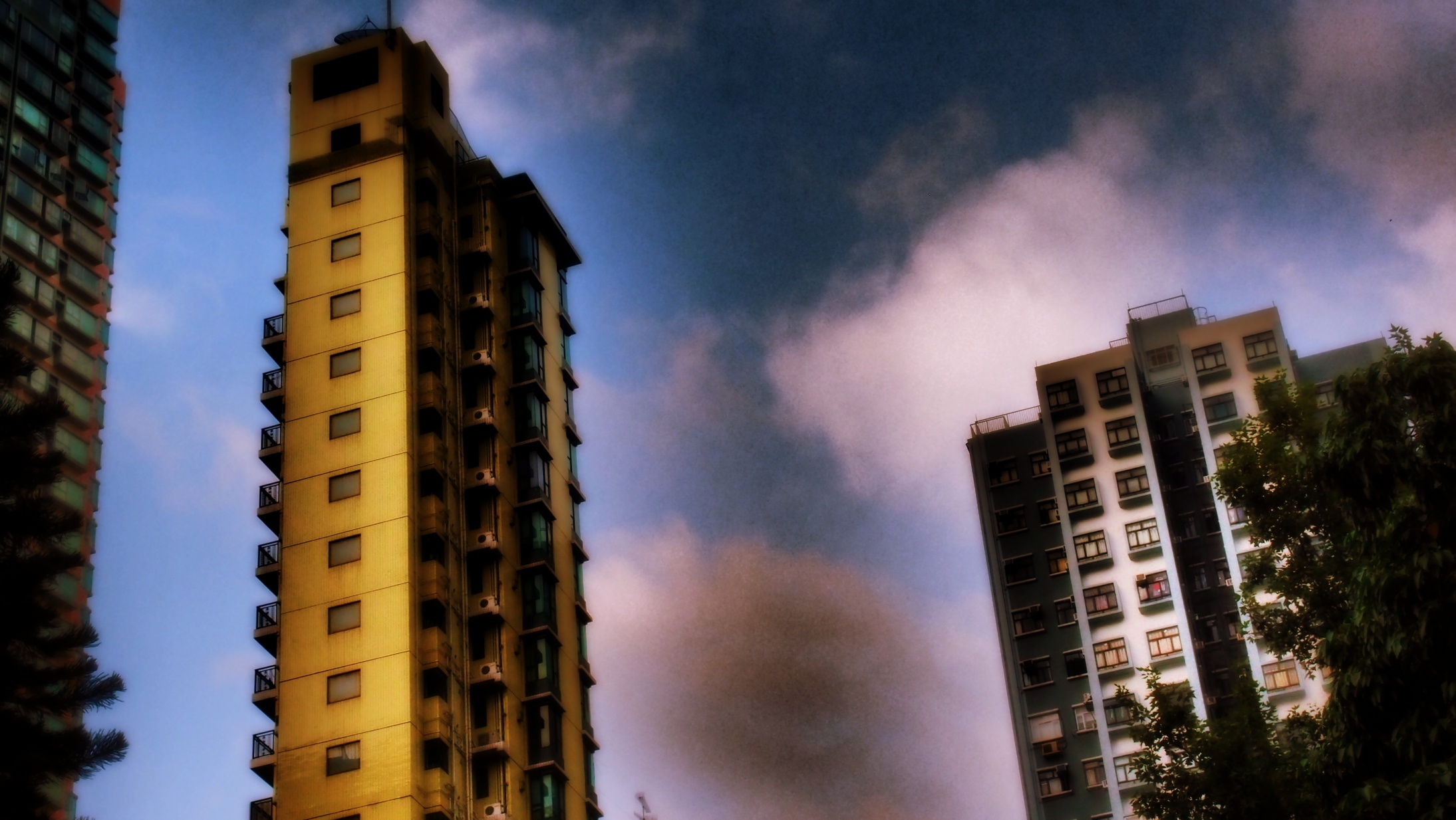 A moody atmospheric shot of buildings at the Western end of Hollywood Road