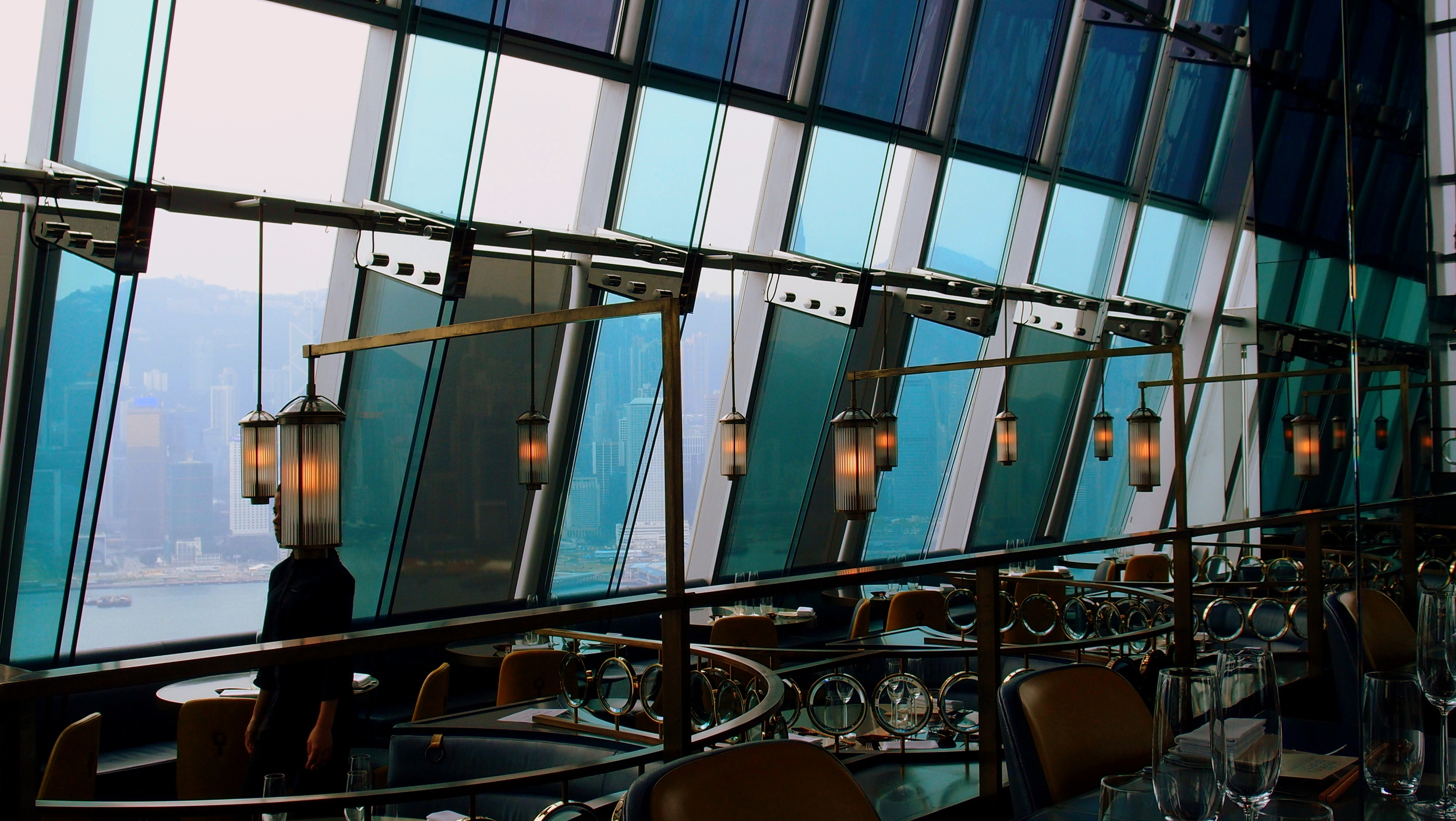 A pretty decent restaurant by all accounts, the Aqua restaurant 29/f One Peking in TST, Kowloon
