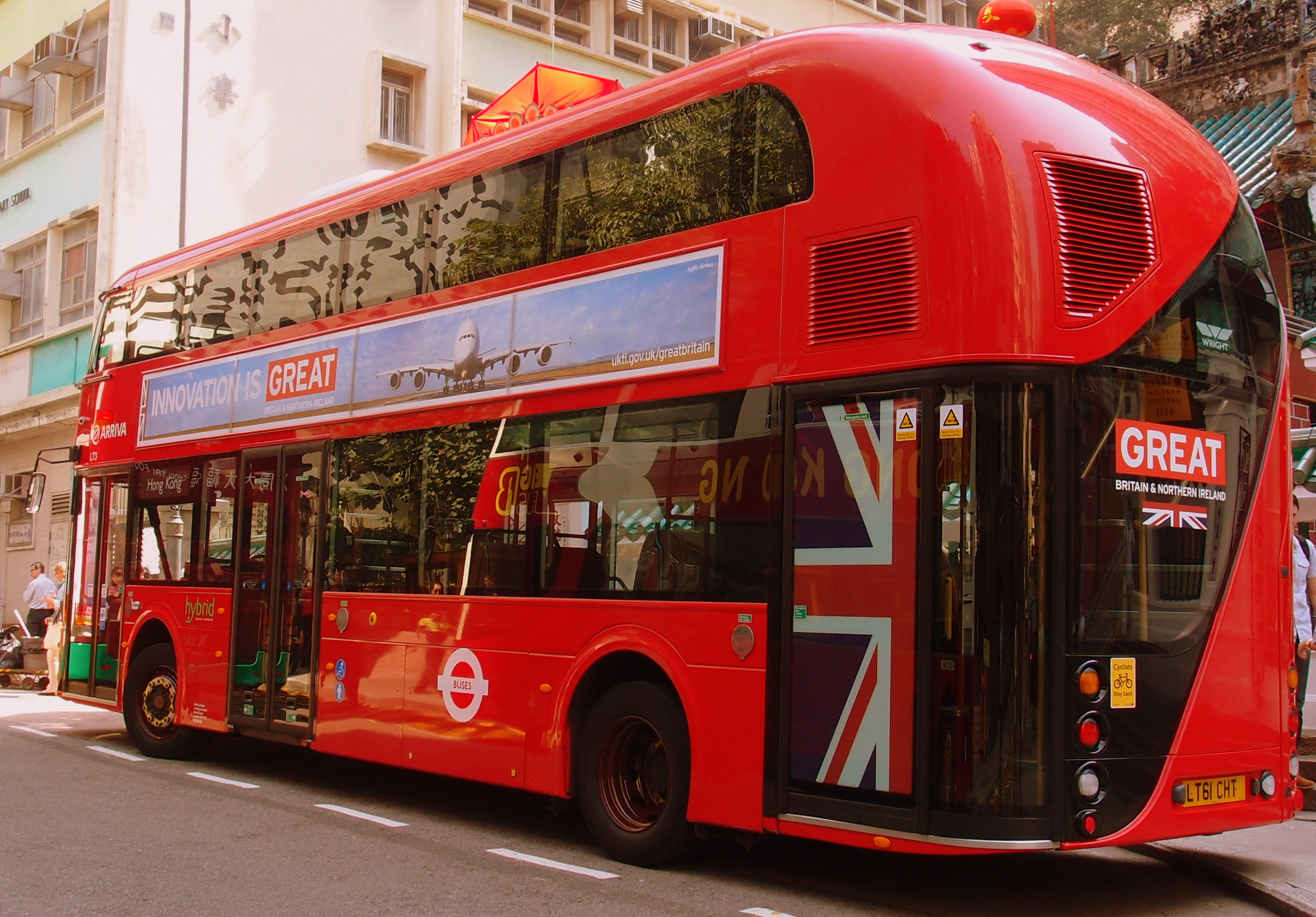 I love this bus which is from London, we should have this design here... it is pretty darn cool and I spotted it outside the Man Mo Temple on Hollywood Road