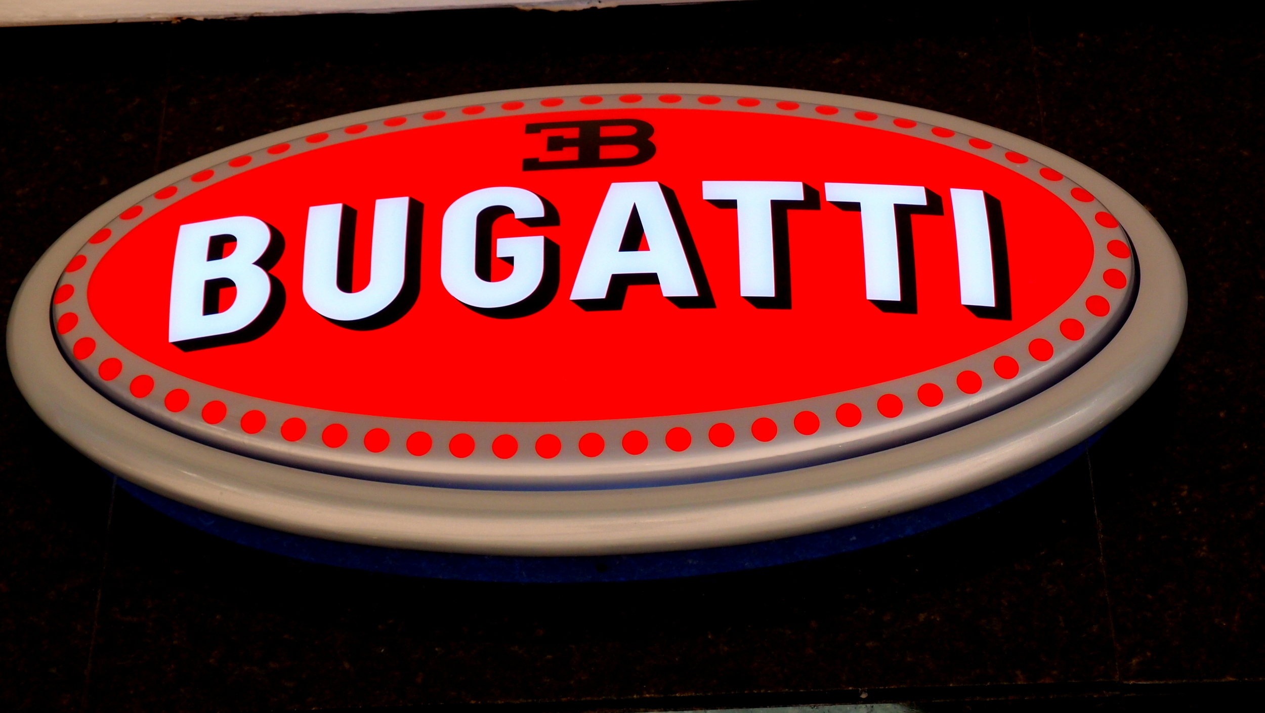 The new Bugatti showroom at Hutchison House in Central is still NOT open which is very frustrating - they have a car in the showroom but it is under a large sheet! so the badge will have to do for now