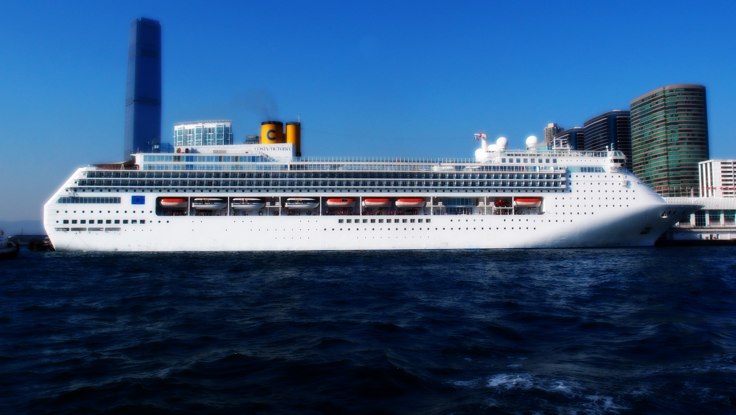 The Costa Victoria was in Hong Kong for a few days and looked quite regal parked at the Ocean Terminal.
