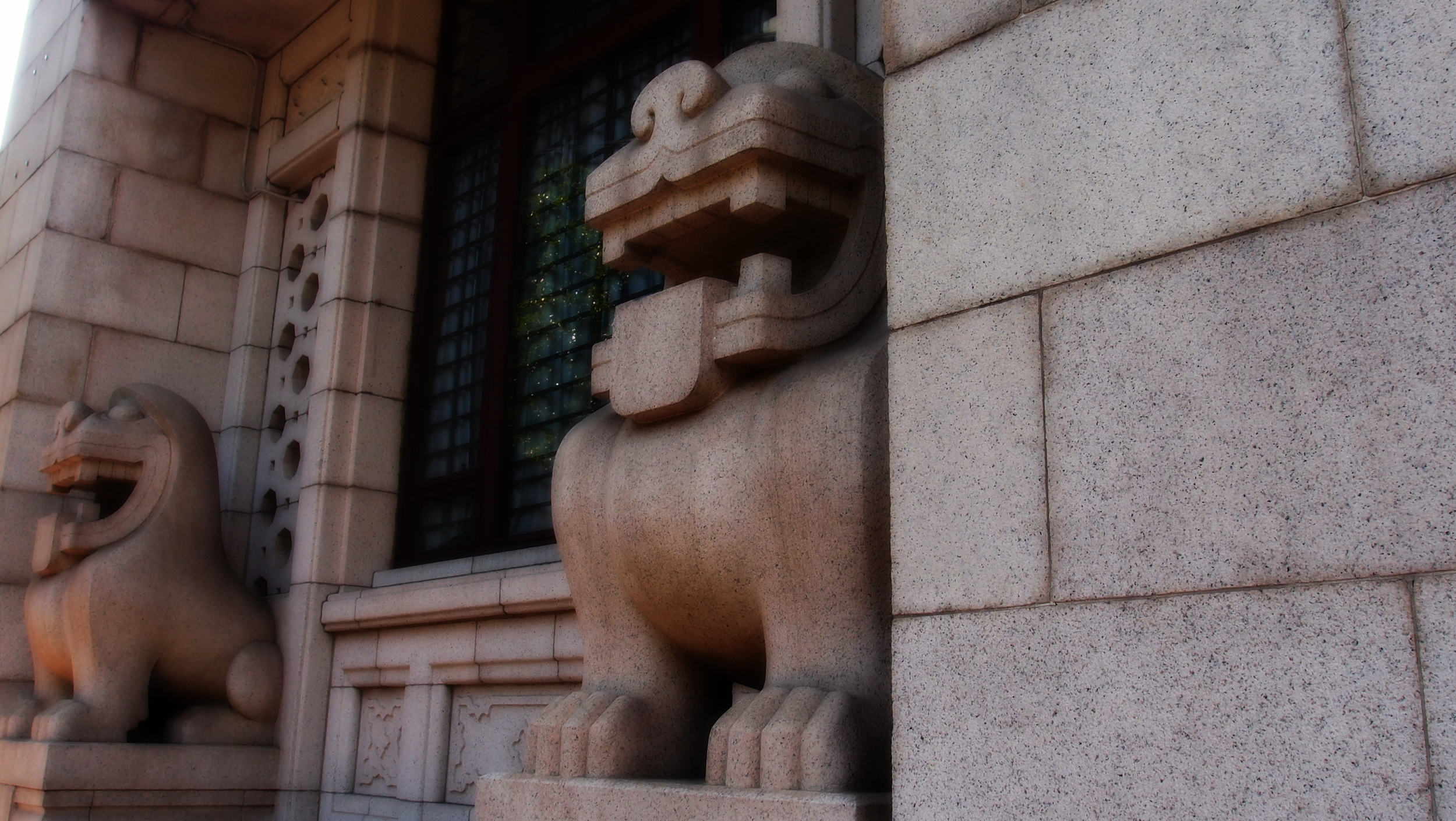 The original Art Deco Bank of China Fu Dogs from 1953 - you can see them if you walk around the building towards Cheung Kong Centre - I think they are very stylish and such a shame that the Commie Management didn't like them so they were replaced by the more traditional Chinese Fu Dogs outside the main entrance to the Bank.
