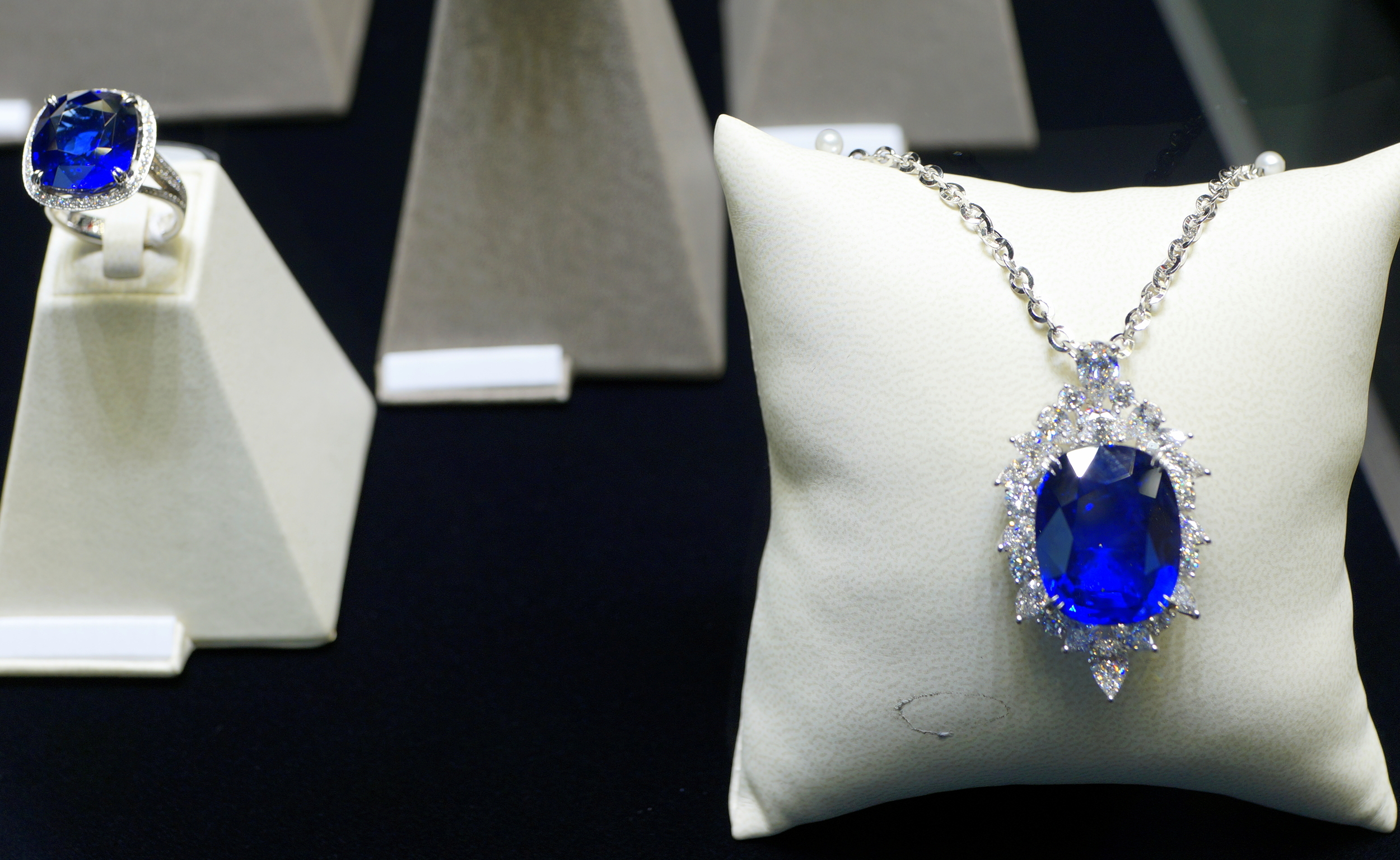 Chow Tai Fook do NOT sell cheap jewellery, the diamond and sapphire necklace is priced at over US$1.3 million!