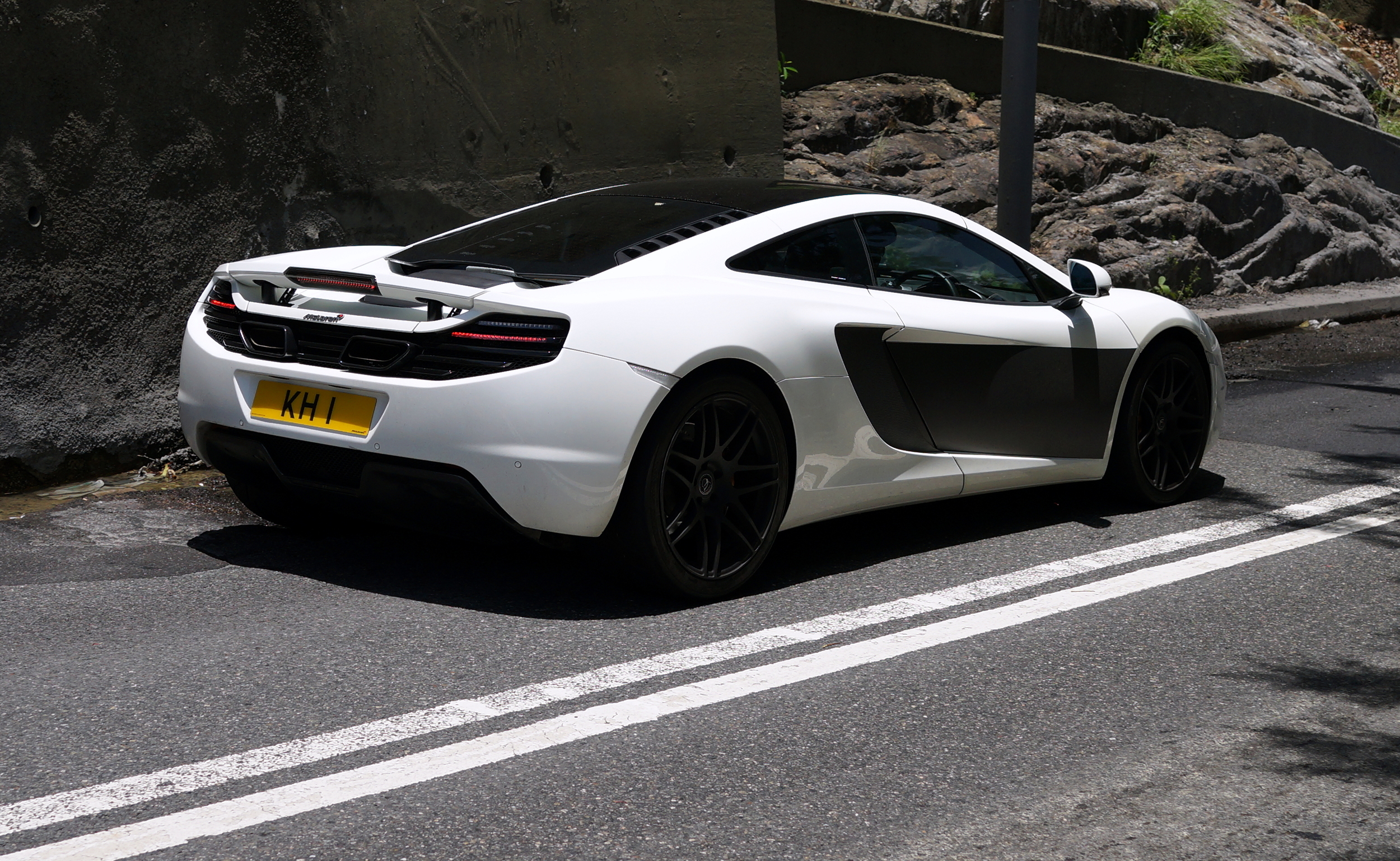 Oh lordy, I just love the McLaren sports car and this is a great colour scheme as well.