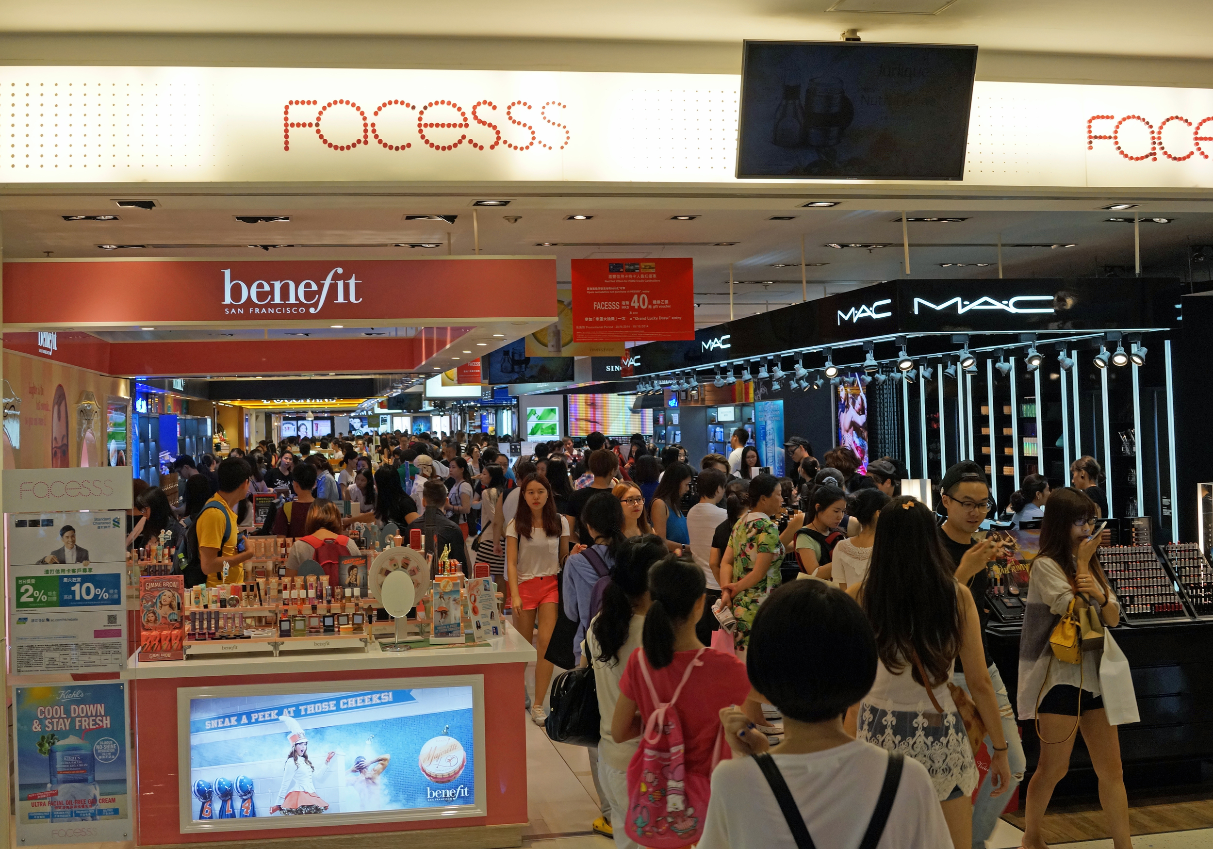 Every time I pass through the passageway between Ocean Terminal and Ocean Centre I see this huge mob of Mainland Chinese Tourists mobbing the cosmetic counters - truly amazing.