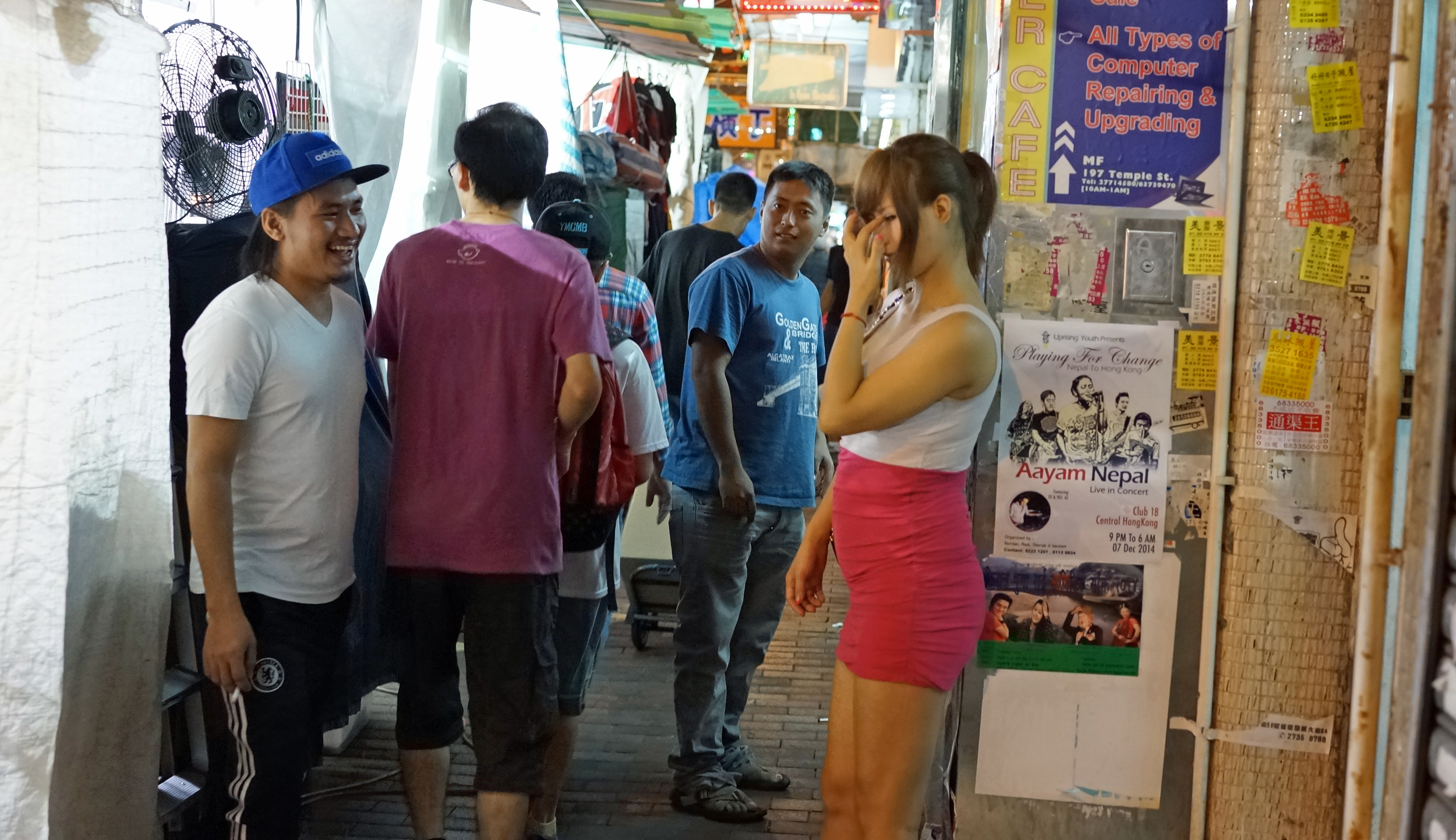 Temple Street Night Market, yeah it sells trashy stuff, the food is horrible and overpriced but do take the time to do some people watching, the whole area is a red light district and there are normally 25 / 40 prostitutes propping up walls.. it is all quite fascinating and the place has a buzz to it.