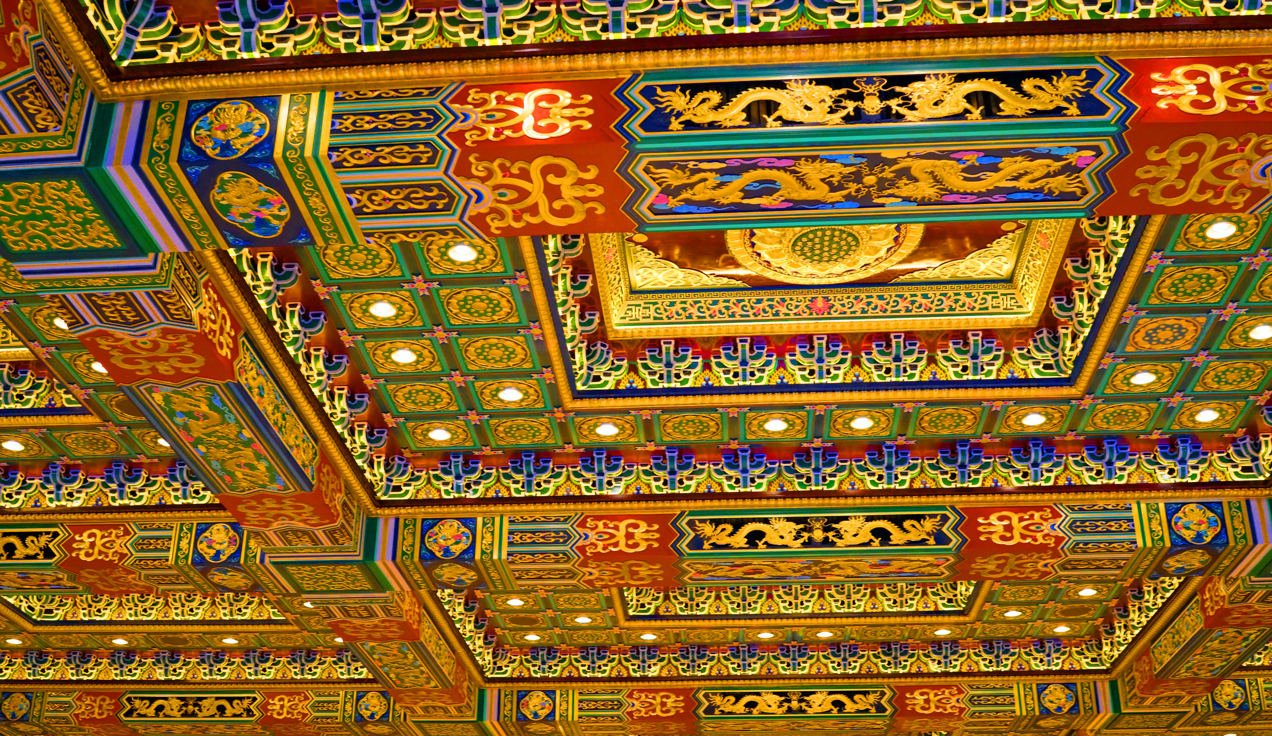 Oh my, the image does not do justice to the magnificent ceiling at the new Po Lin Monastery...