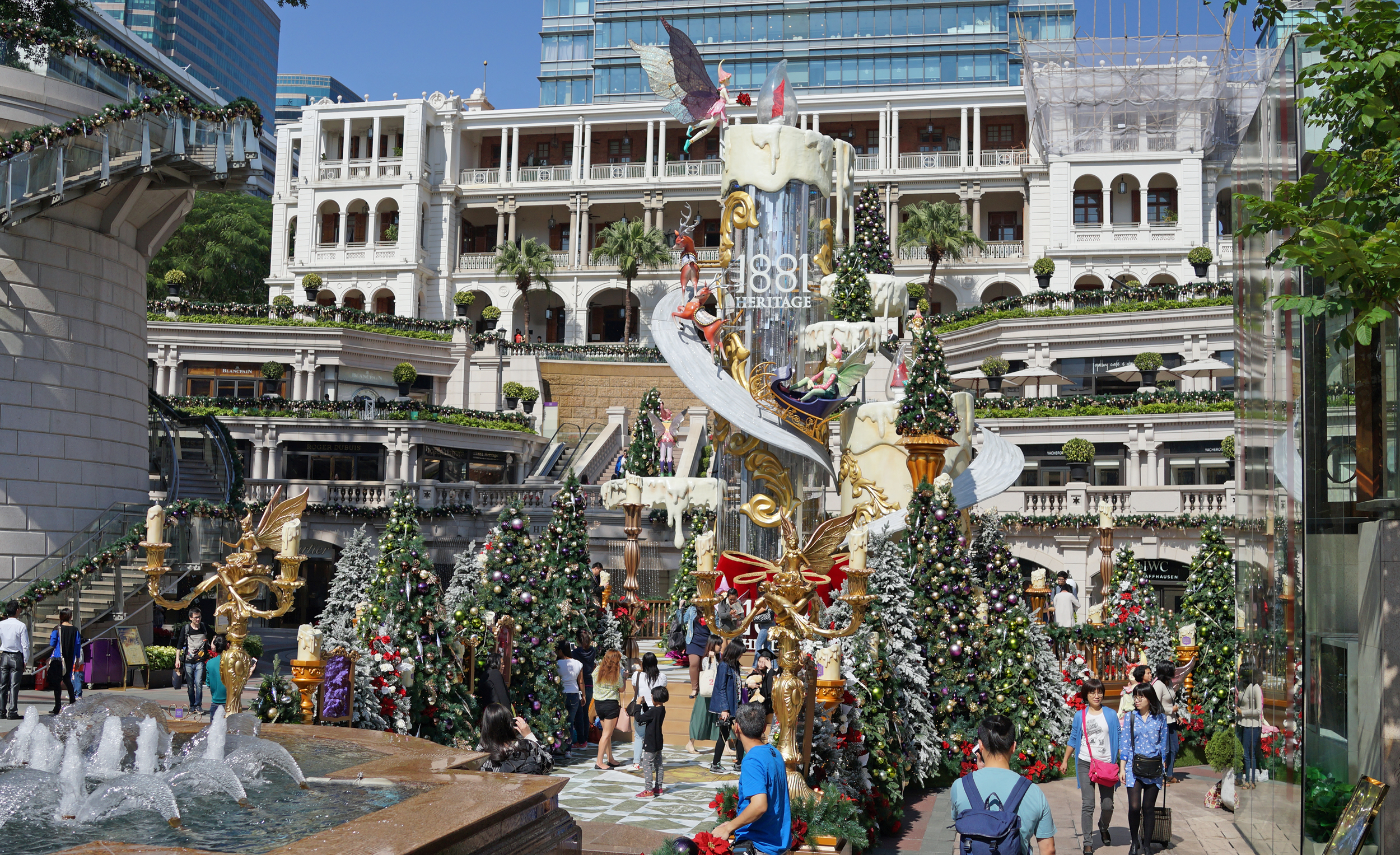 You can count on the 1881 Heritage Mall for over the top Christmas Decorations!