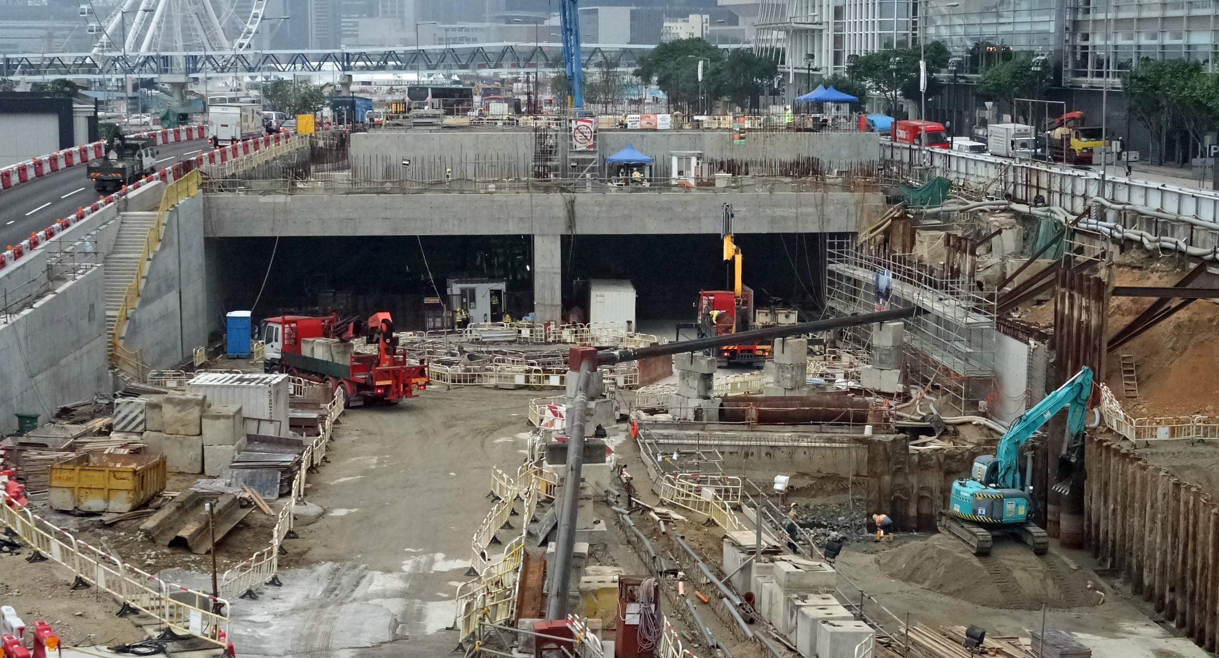 This is the entrance to the new Central - Wanchai - Causeway Bay - North Point bypass which in theory will open in 2017, so we have some way to go yet...