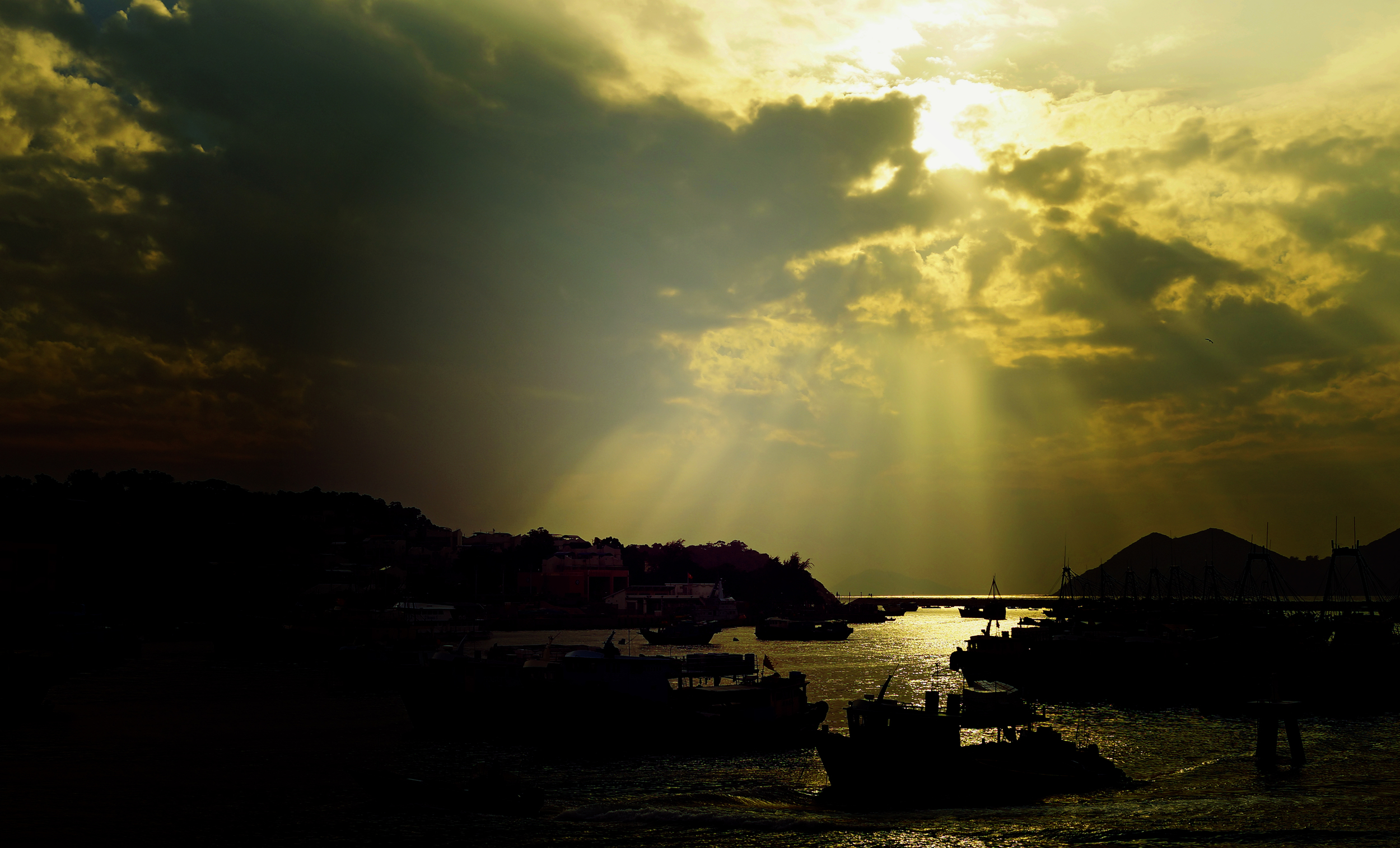 Even on a cloudy day the sunset at Cheung Chau Island is just lovely