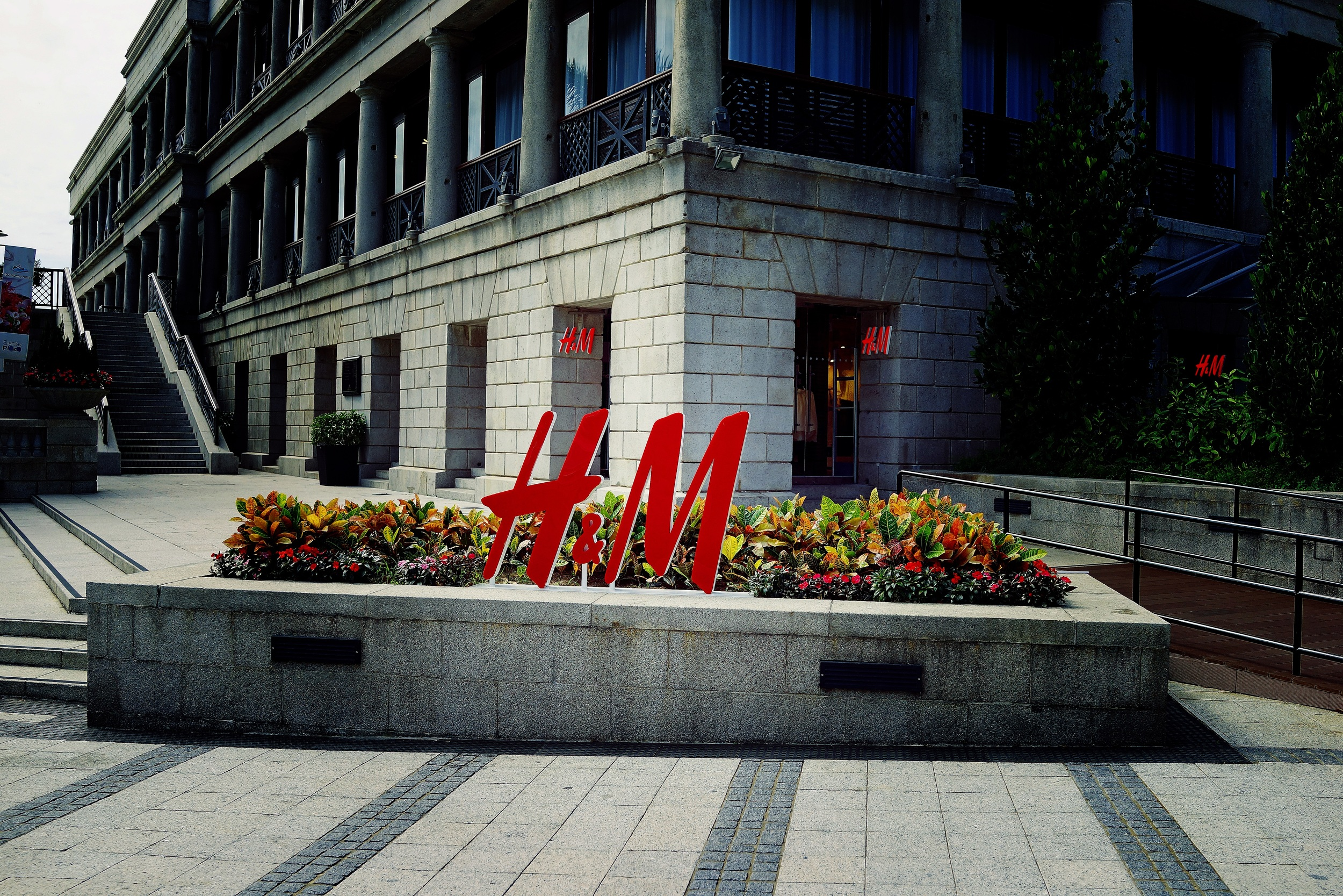 I have nothing against H & M, I do not personally buy from them but I am sure they are a fine retailer but there is something wrong in Hong Kong when Murray House, a listed building in Stanley allows H & M to take over a huge chunk of the building.  Stanley is a wonderful old colonial place on the South Side of Hong Kong Island, it is not busy during the week but comes alive on a weekend (which I am sure H & M has factored into their calculations) it just seems so out of place and detracts from the ambience of the place...  A lot of local folk will probably now think that H & M will bring in all the high end jewelllery stores and then a bunch of other retailers will then flock to Stanley and then the Mainland Chinese Tourists will then arrive by the busload...