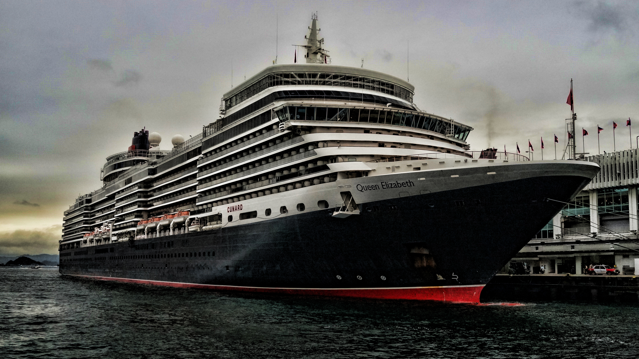 What a bloody marvellous boat, the Queen Elizabeth of the Cunard Line, this week we have had in town the Queen Elizabeth, the Queen Mary and the Queen Victoria!!