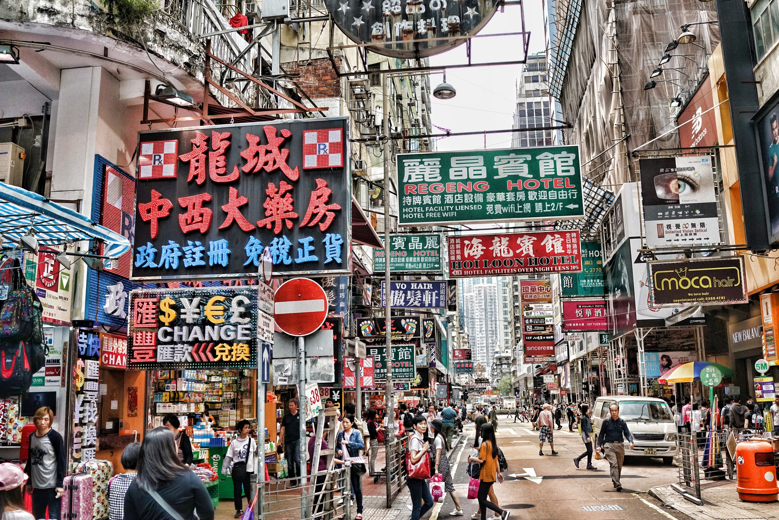 I love Kowloon street scenes like this.. it is a very busy scene, so much going on!