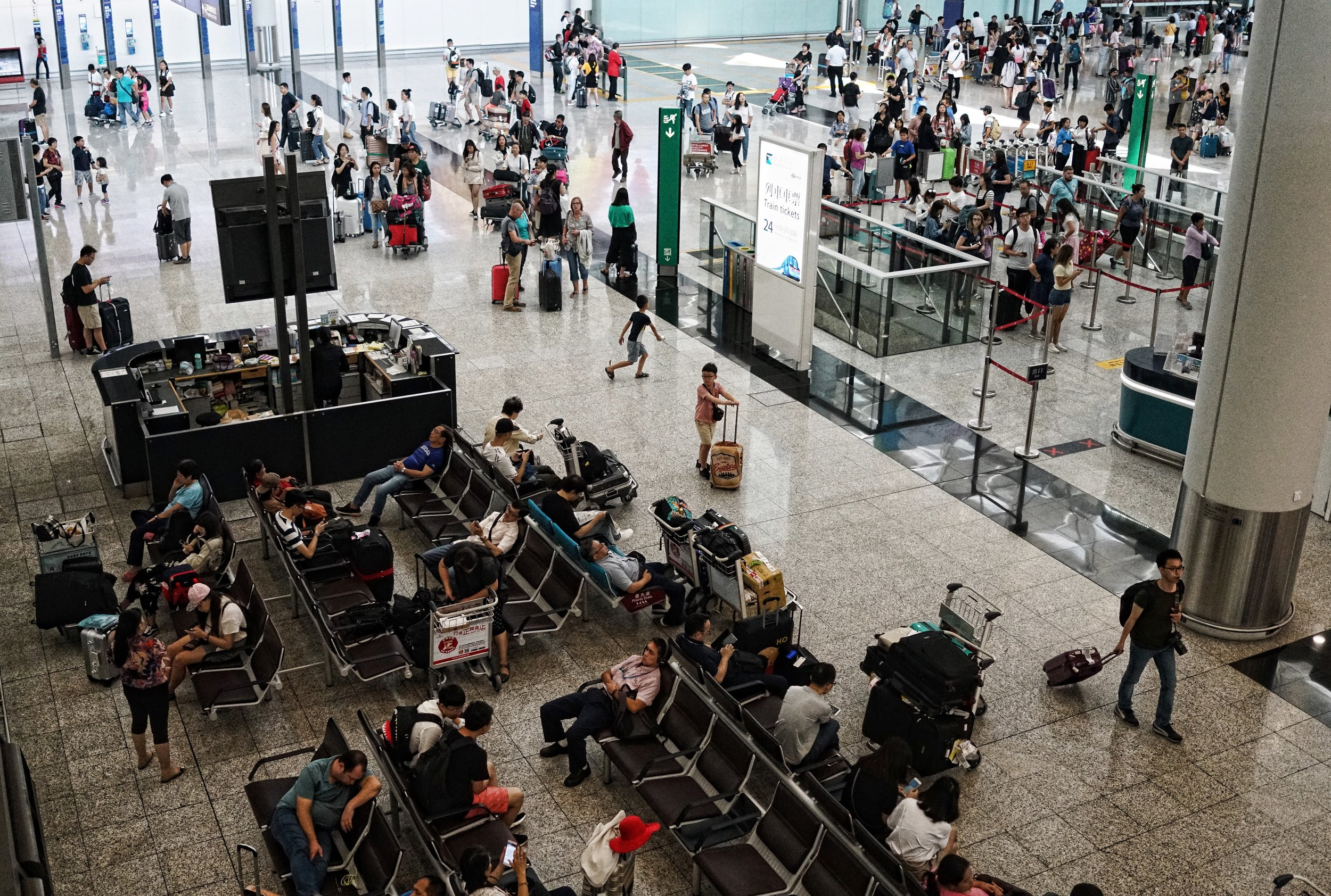 In transit at Hong Kong International Airport? contact me and I will show you the best of Hong Kong in 5 hours, last minute | same day bookings available -