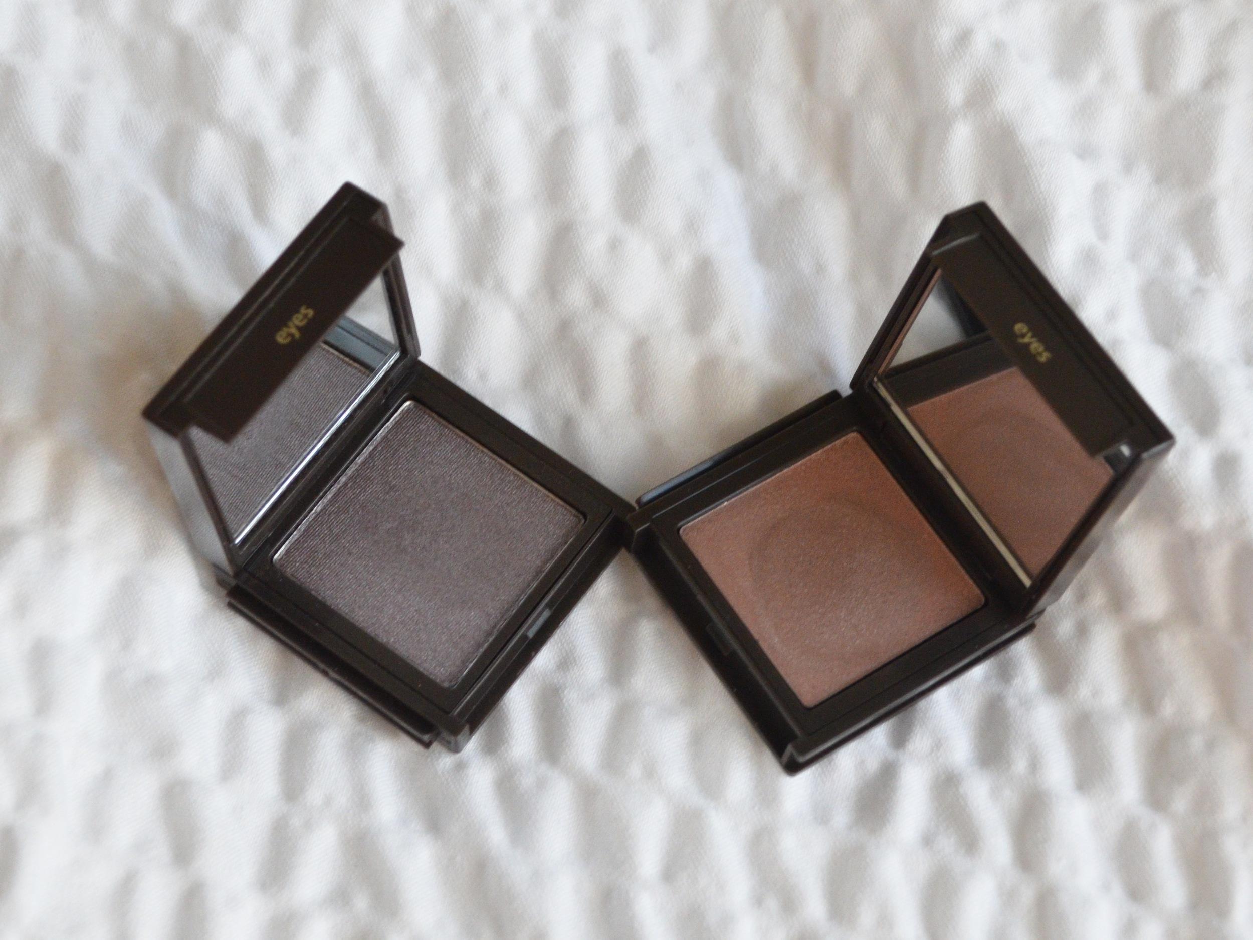 Jouer Powder Eyeshadow in Caviar review, Jouer Creme Eyeshadow in Organza review