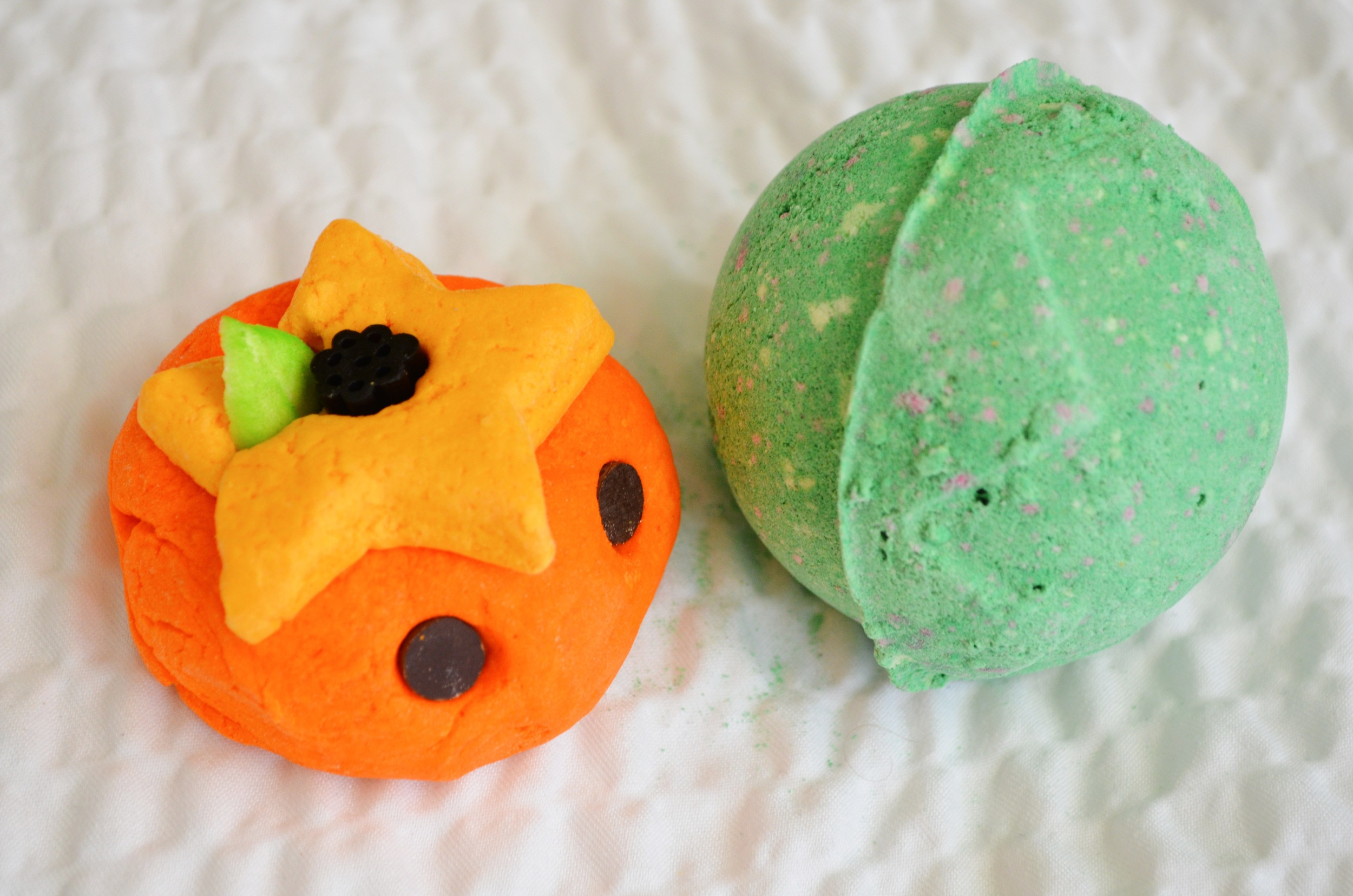 lush pumkin bubble bar review, lush lord of misrule bath bomb review, lush halloween 2013