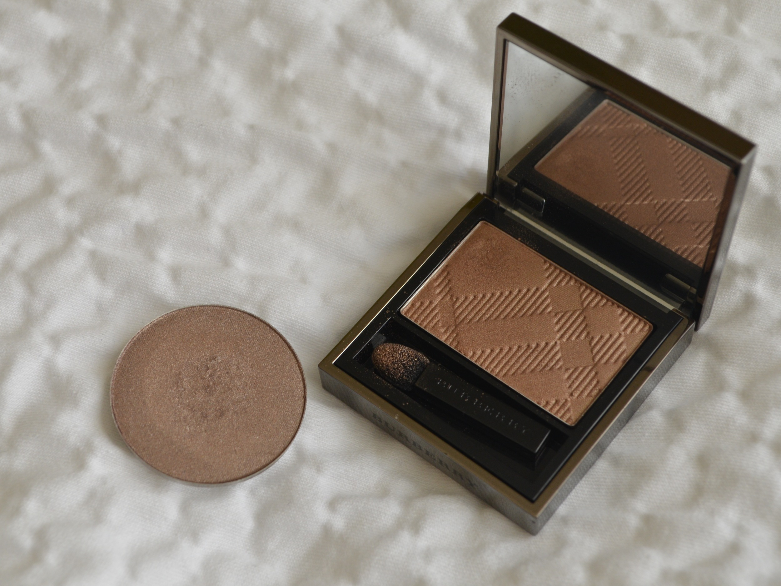 chantecaille sel eyeshadow review, burberry pale barley dupe