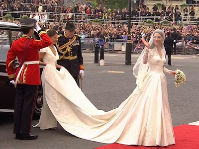 g-tdy-110429-royal-wedding-DRESS.photoblog600.jpg