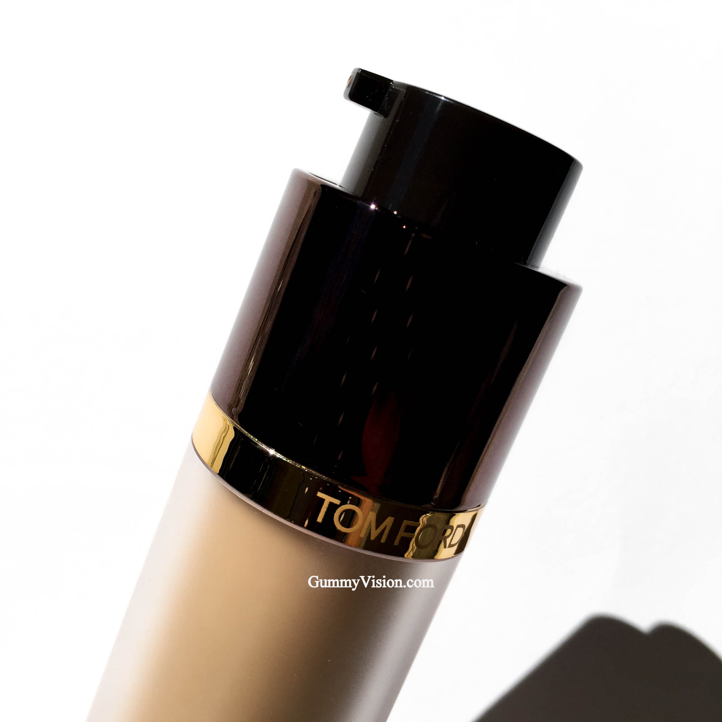 Tom Ford Traceless Perfecting Foundation SPF15 - www.gummyvision.com