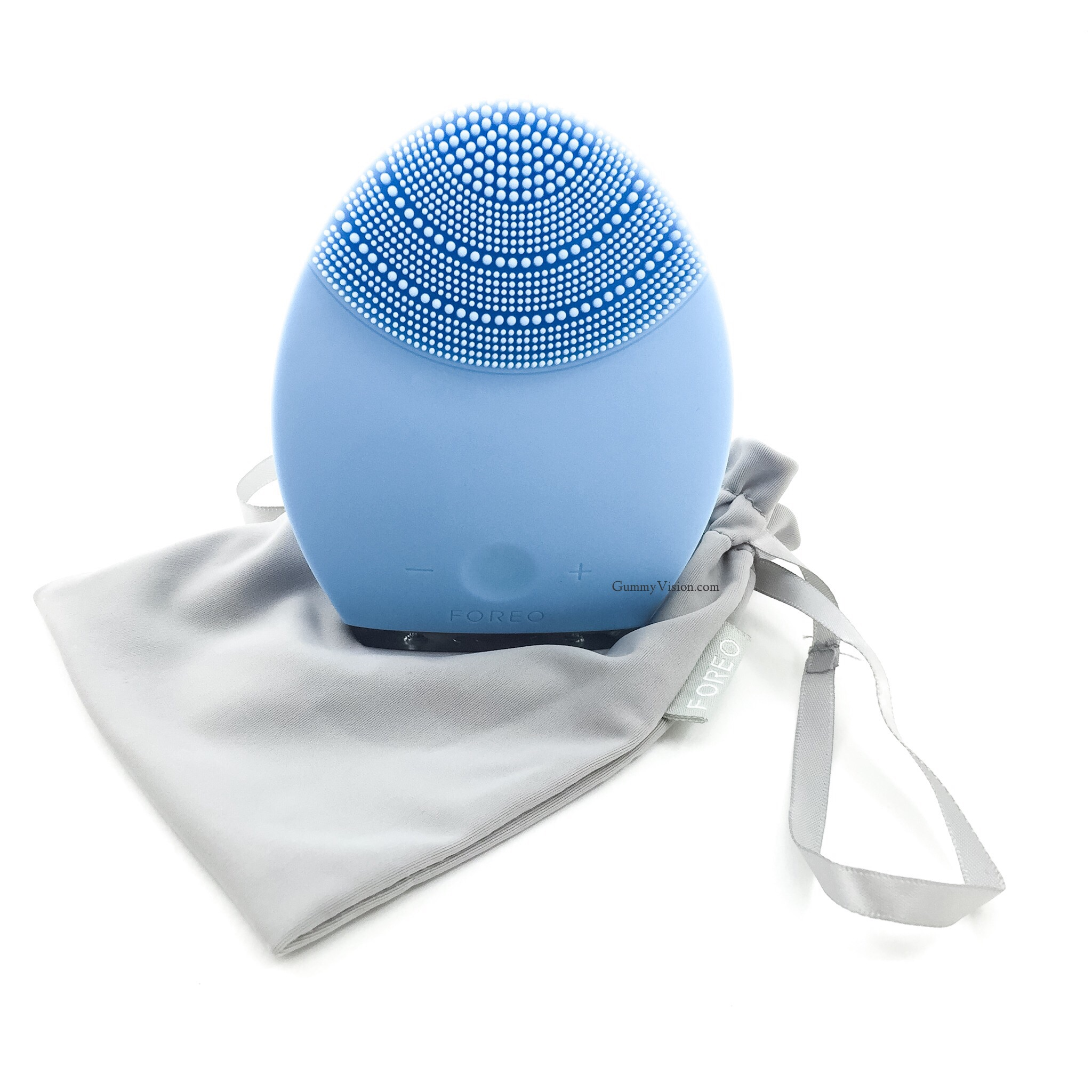 Foreo Luna for combination skin + included animicrobial pouch- www.gummyvision.com