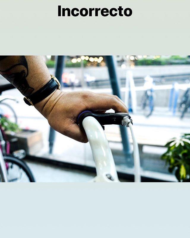 Día a día nos toca recibir bicicletas con las manillas de freno mal posicionadas, esto suele provocar dolores de muñeca y una reacción lenta en el frenado. Revisa y reubica tus manillas, después nos cuentas como te fue.