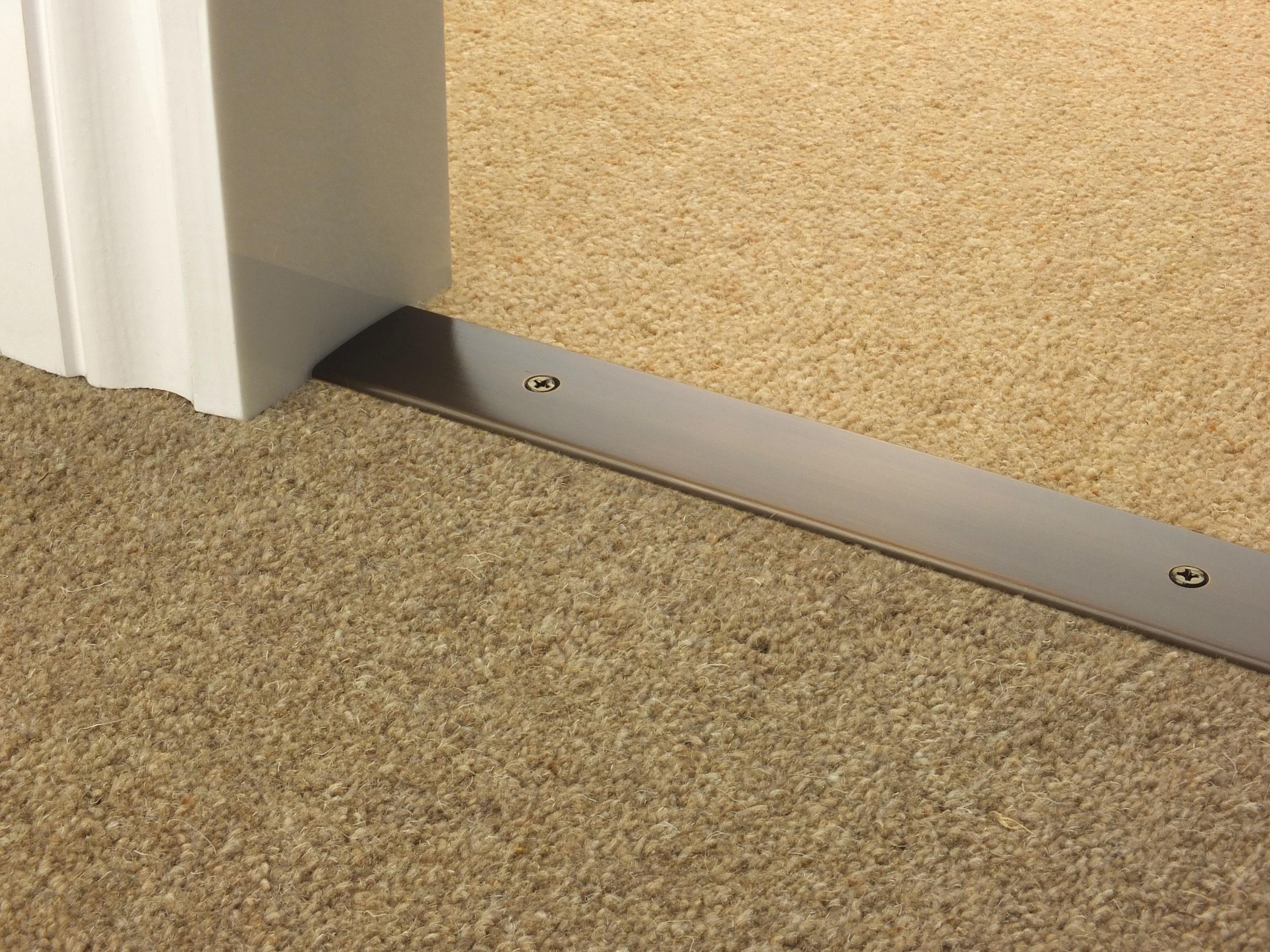 door_bar_antique_bronze_cover_carpet_carpet.jpg