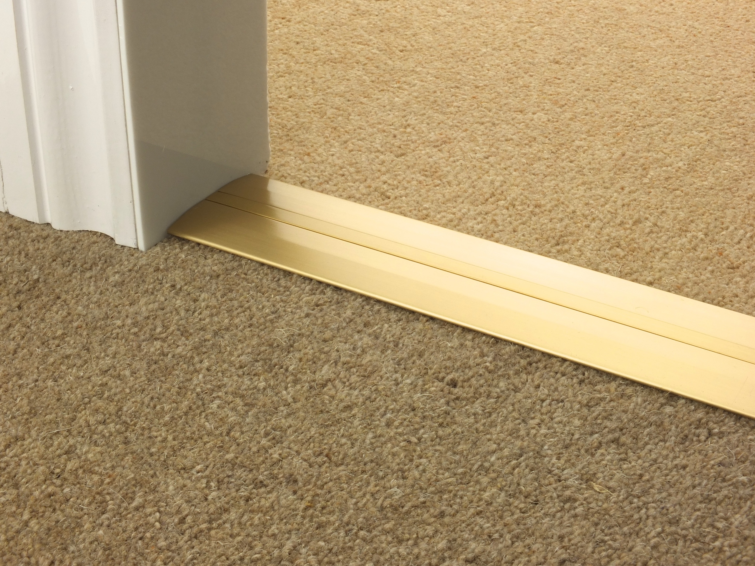 door_bar_satin_brass_posh55_carpet_carpet.jpg