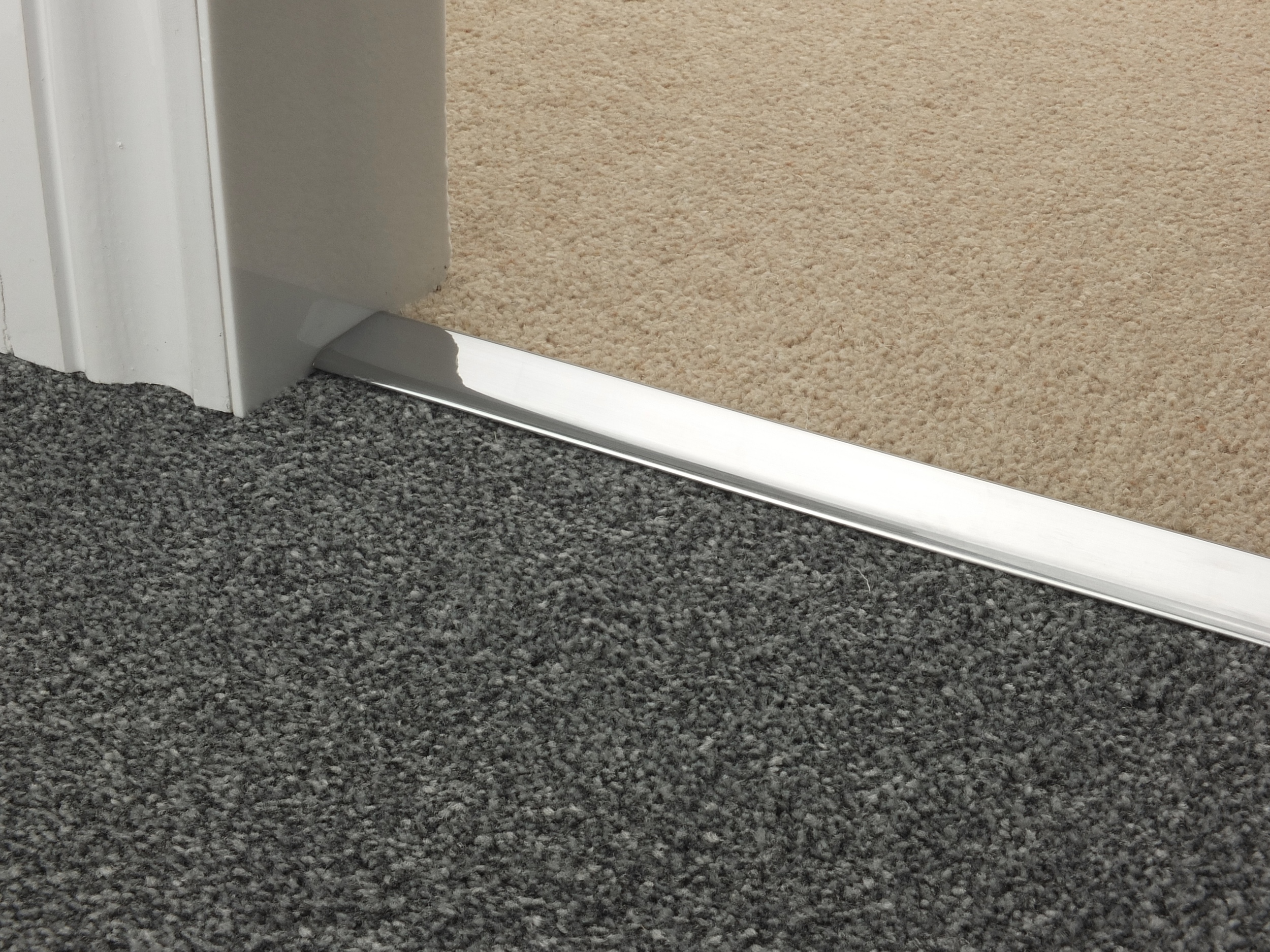 door_bar_brushed_chrome_doublez_carpet_carpet.jpg