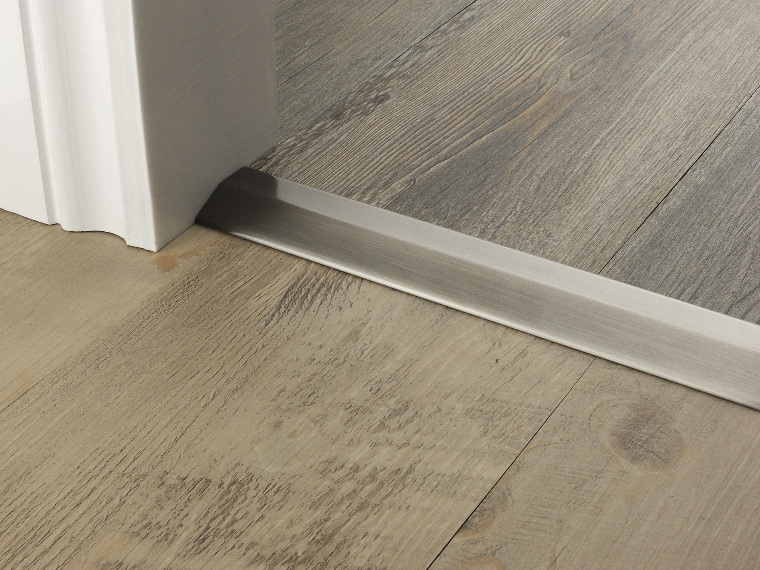 door_bar_pewter_two_way_ramp_7mm_lvt_lvt.jpg