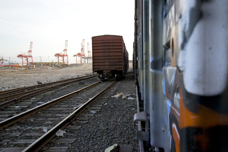 5_Elizabeth_Port_Trains_cranes_long_close_WEB.jpg