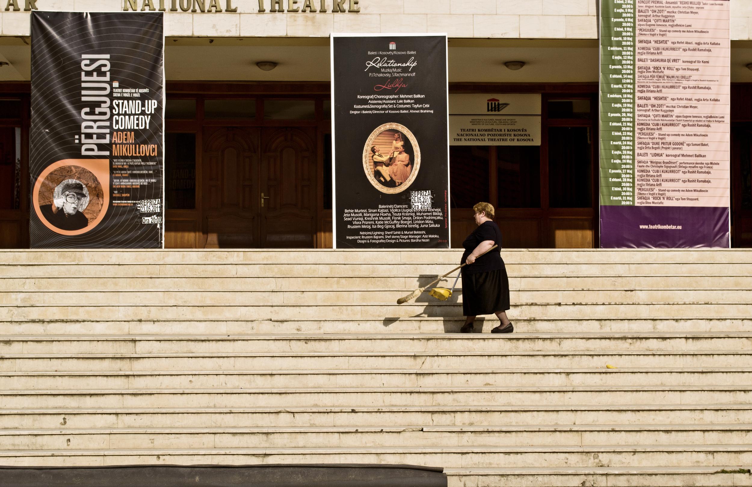 HM6Pristina-NationalTheater.jpg