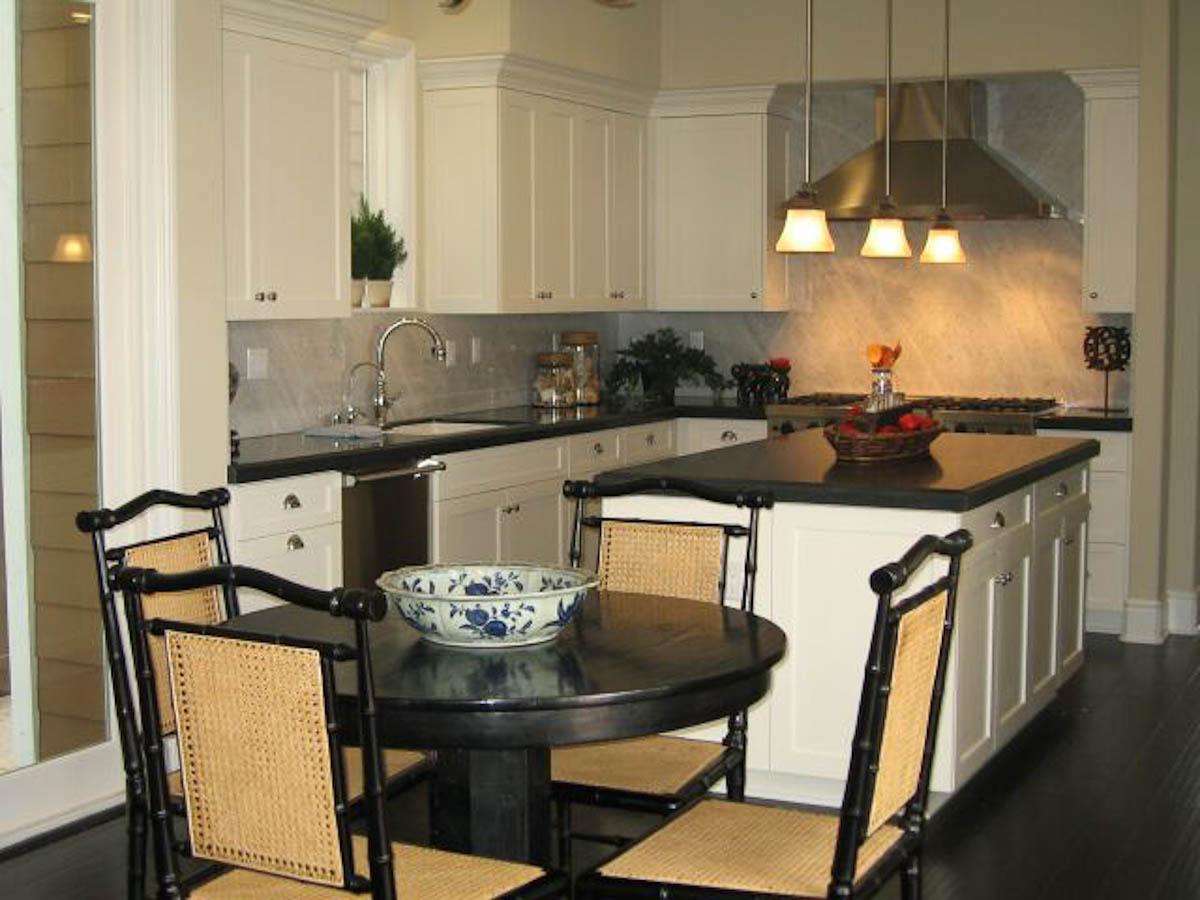 Poinsettia2-Kitchen.jpg