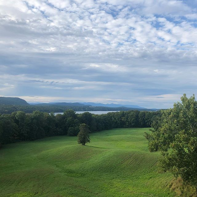 Vanderbilt Mansion views.  October 19th- Fall Into Fitness 5k Run - Walk. Signup @runsignup . . . #hudsonvalley #hudsonriver #hydepark #vanderbiltmansion #5k #funrun #walk #fallfoliage #fallfunrun #dutchesscounty #fall #ny #nyrunning #running #run #fitfeetadventures