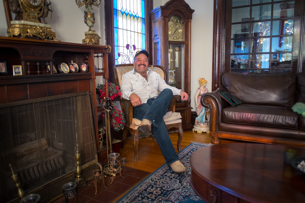 Art Sencion in His Victorian Home