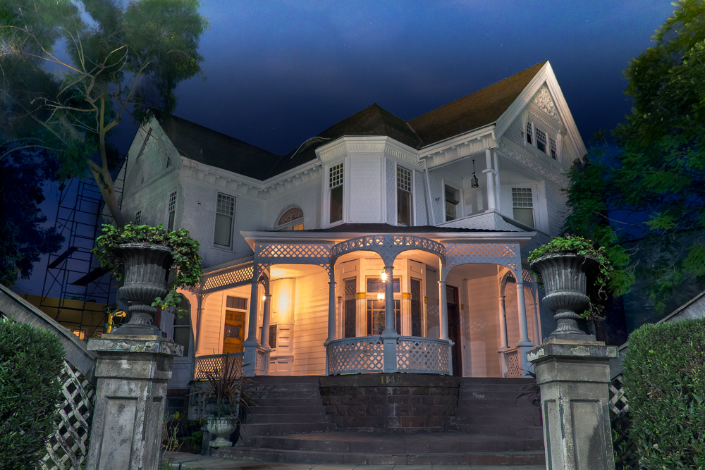 los-angeles-victorian-home-night.jpg