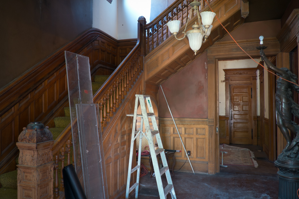 victorian-interior-needing-restoration.jpg