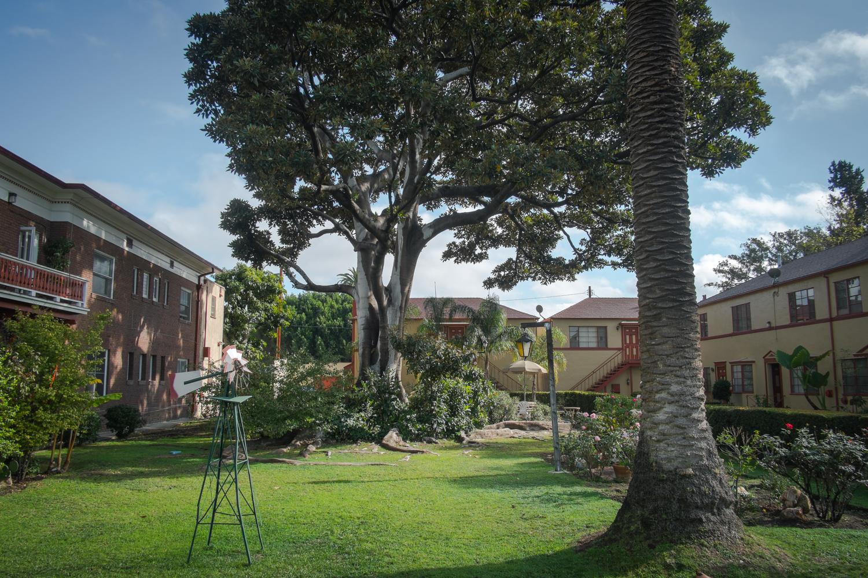 los-angeles-apartment-courtyard-west-adams-university-park.jpg