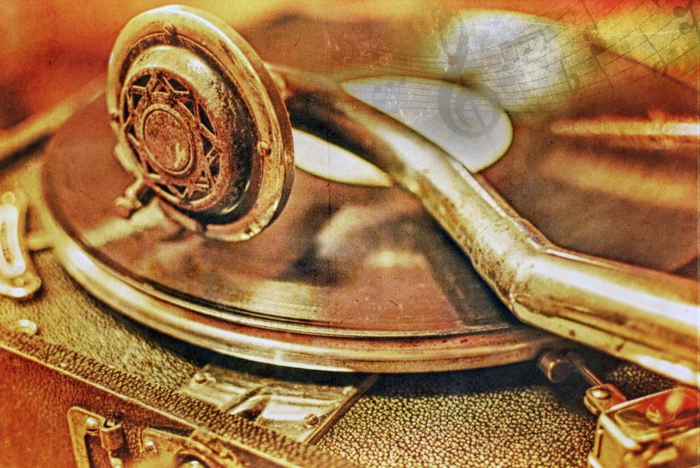 Gramophone Antique.jpg