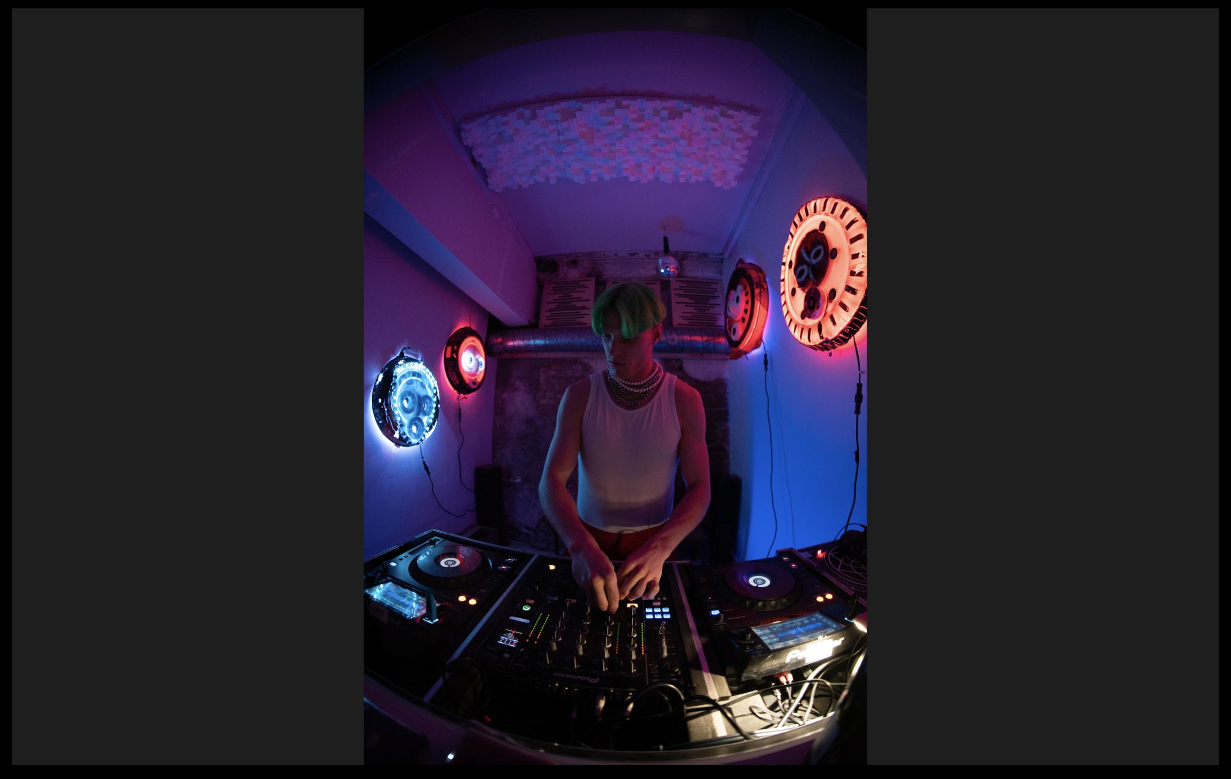 LUFT STUDIO :: MR DJ.png