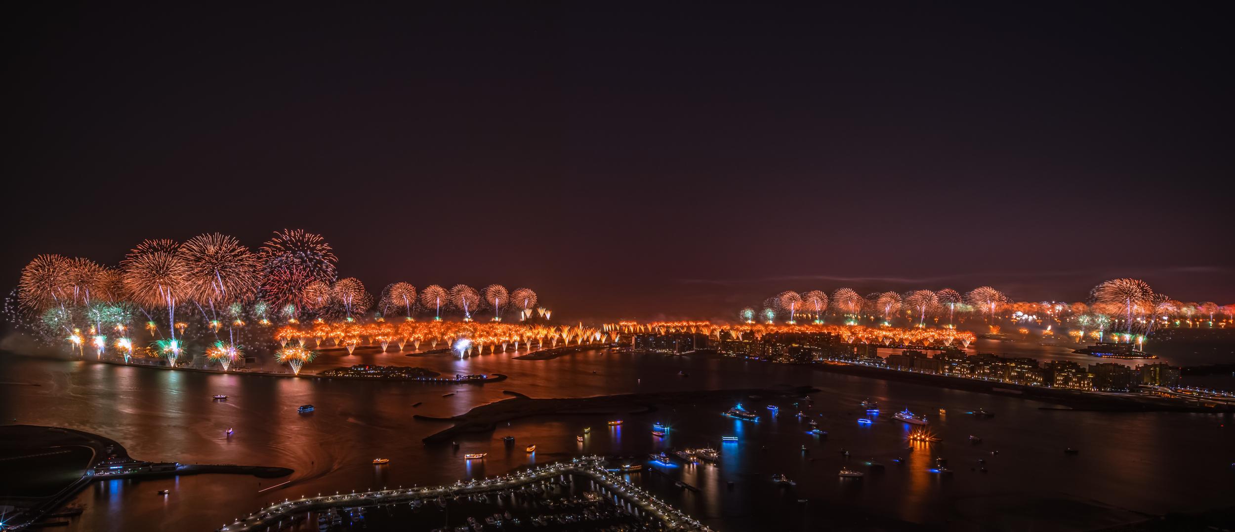 World record fireworks at the Jumeirah Palm, Dubai 2014