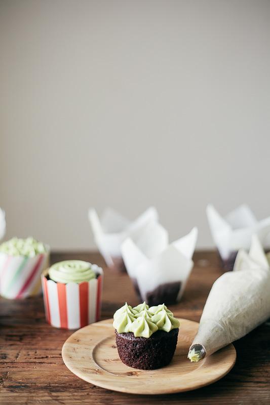 chocolate-cupcake-matcha-frosting-6.jpg