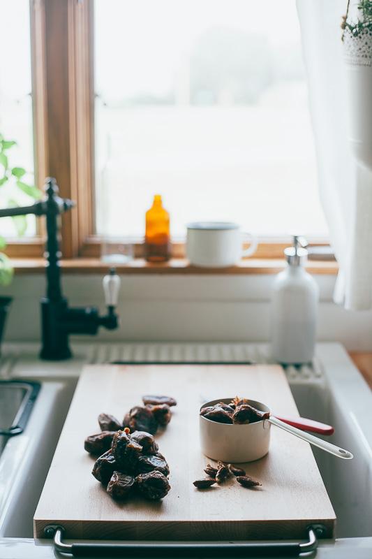 hazelnut-cocoa-granola-bars-14.jpg