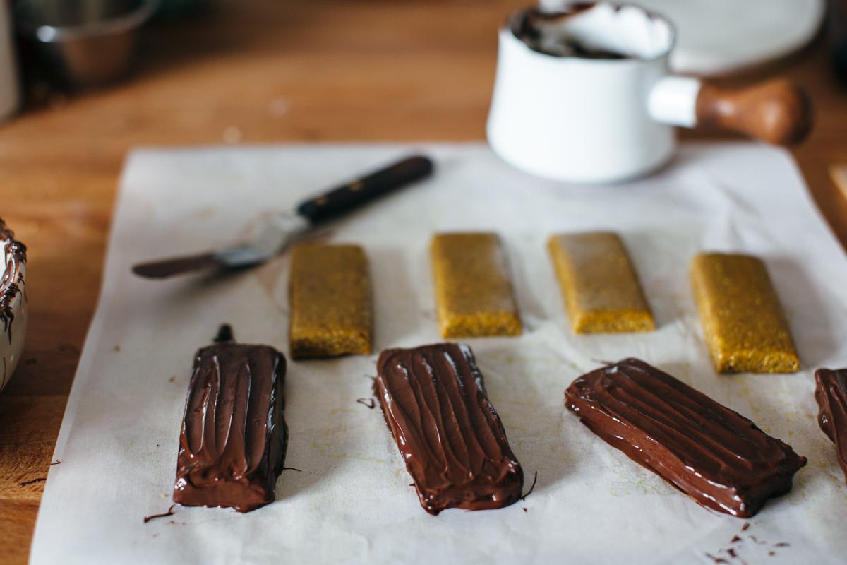 pistachio chocolate bars-5.jpg