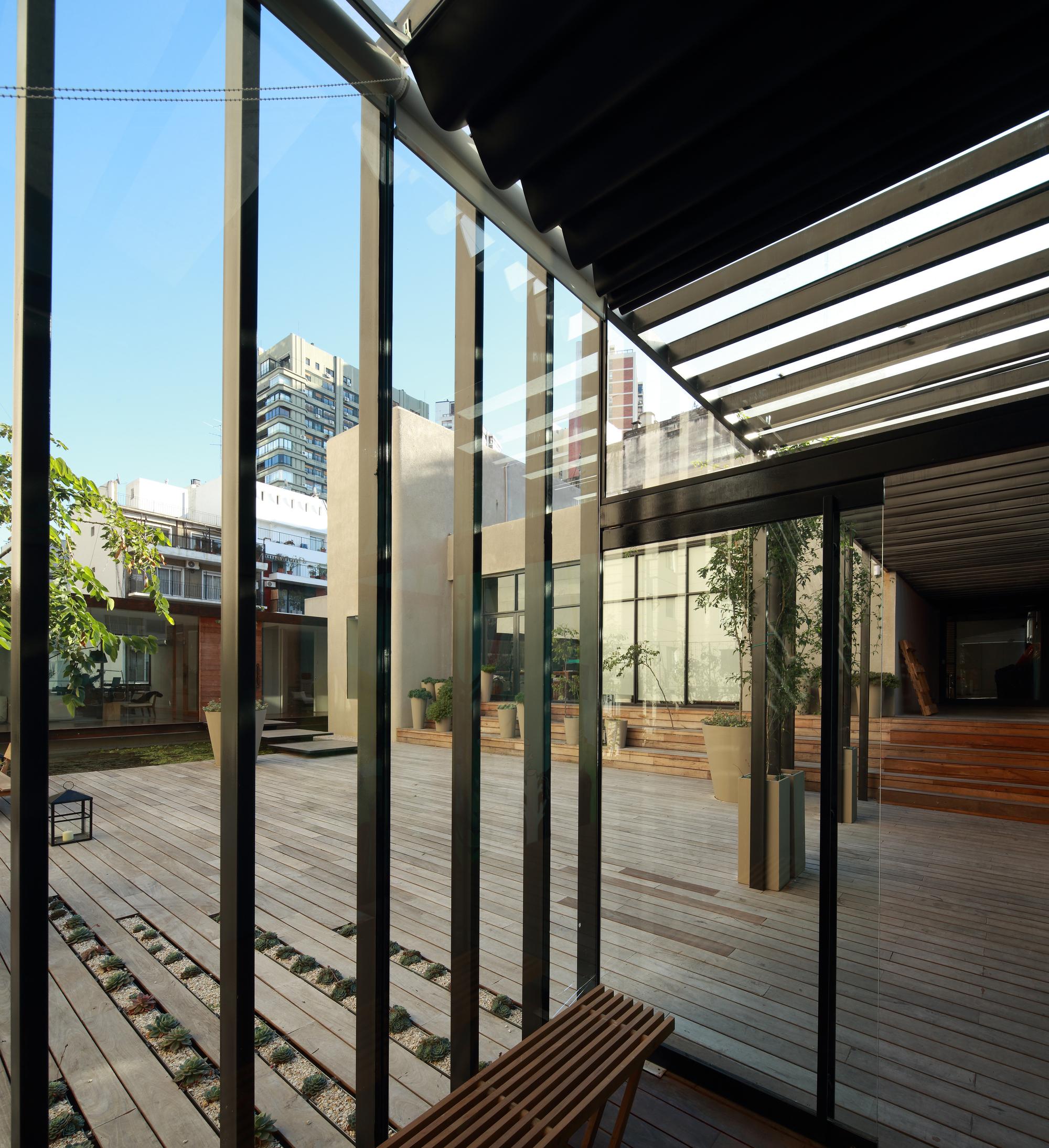 521cb889e8e44eeb1b000060_textiles-del-sur-offices-ana-smud_acceso.jpg