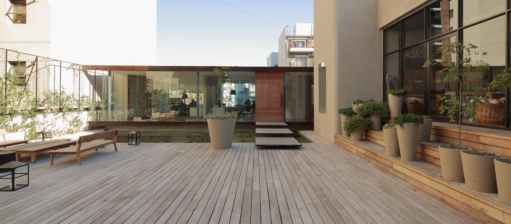 521cbbe3e8e44effd4000069_textiles-del-sur-offices-ana-smud_exterior_volumen.jpg
